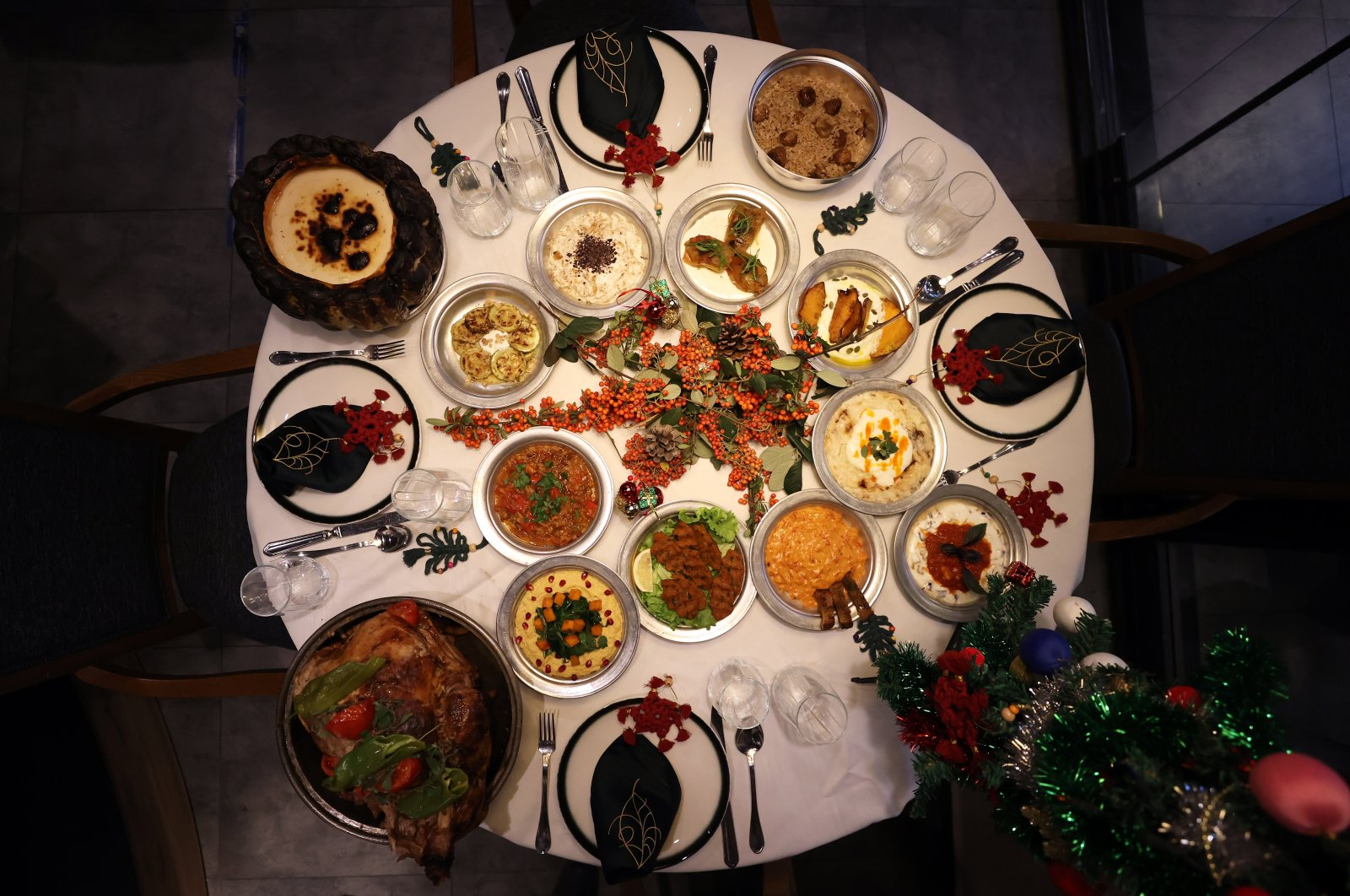 Stuffed and roasted turkey and mezes are the indispensables of a Turkish New Year's table. (AA Photo)