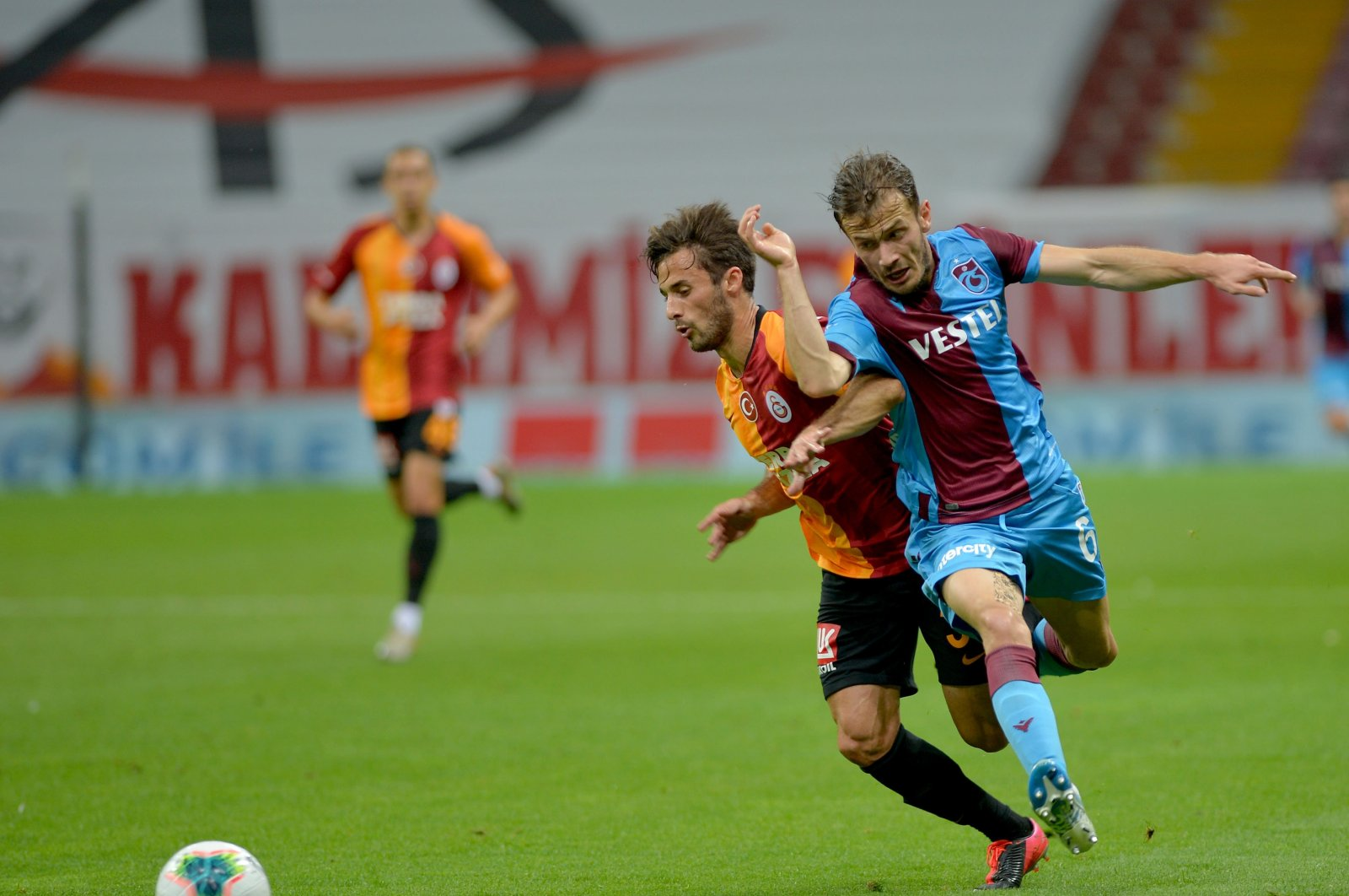 Galatasaray's Marcelo Saracchi (L) and Trabzonspor's Abdülkadir Parmak compete for the ball during a Süper Lig match at Türk Telekom Arena in Istanbul, Turkey, July 5, 2020. (DHA Photo)