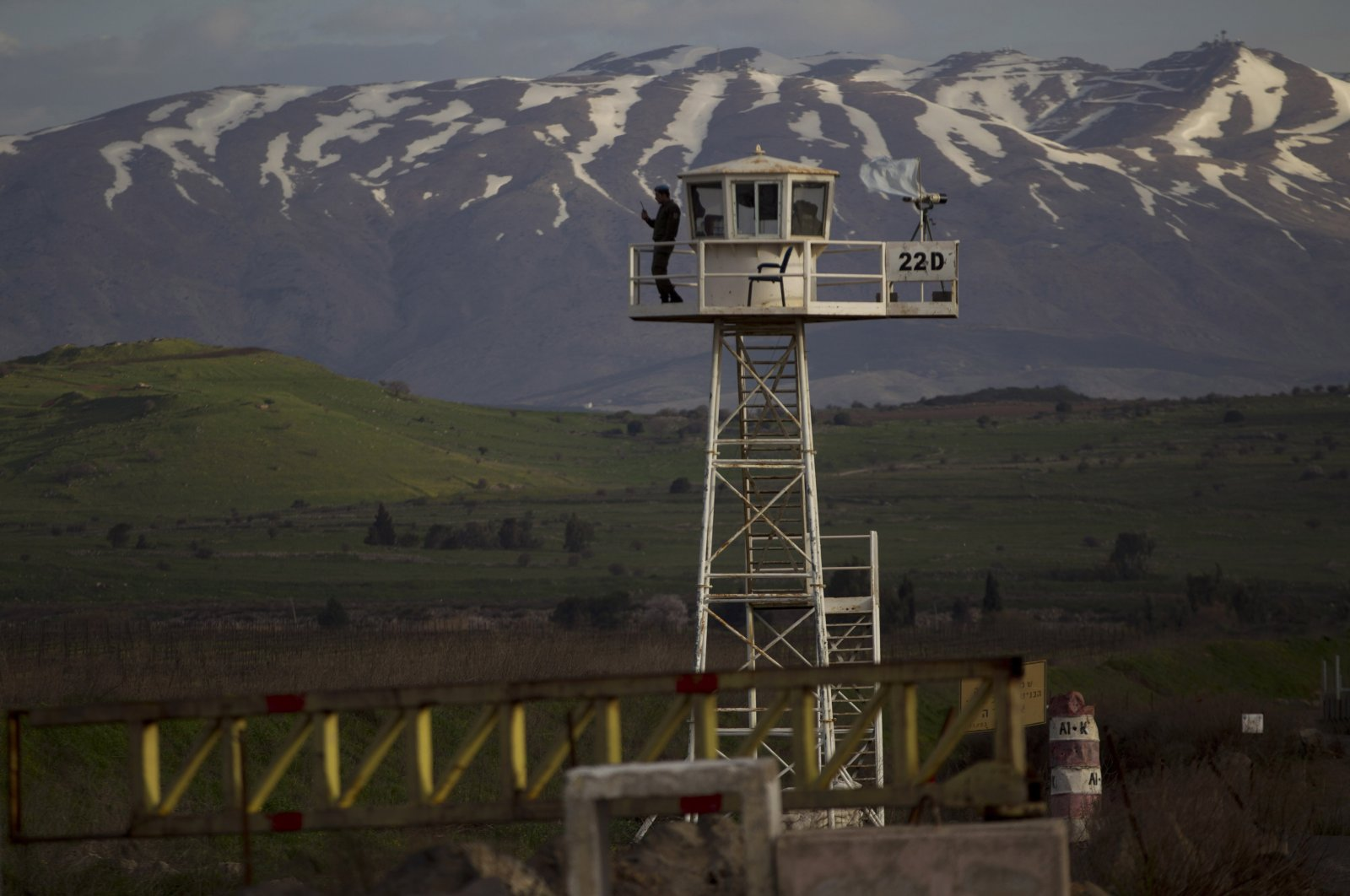 A U.N. peacekeeper stands guard on a watch tower at the Quneitra crossing between Syria and the Israeli-occupied Golan Heights, March 8, 2013. (AP Photo)