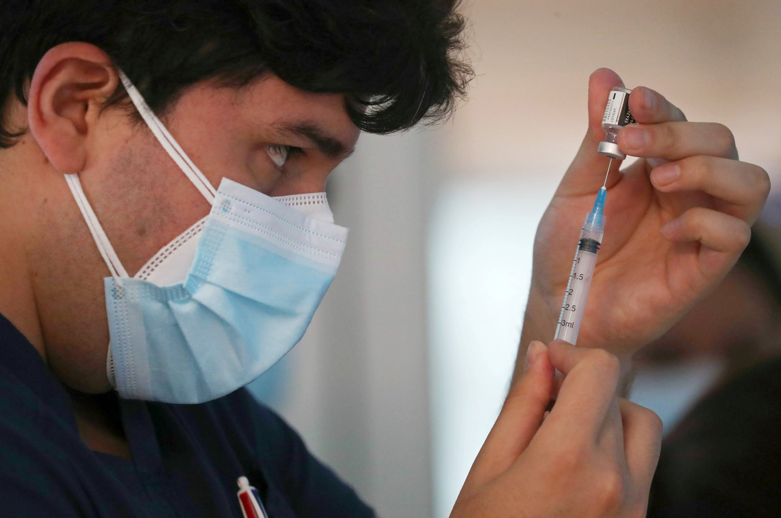 A health care worker prepares a dose of the Pfizer/BioNtech vaccine against the coronavirus disease (COVID-19) at the Posta Central hospital in Santiago, Chile, Dec. 24, 2020. (Reuters Photo)