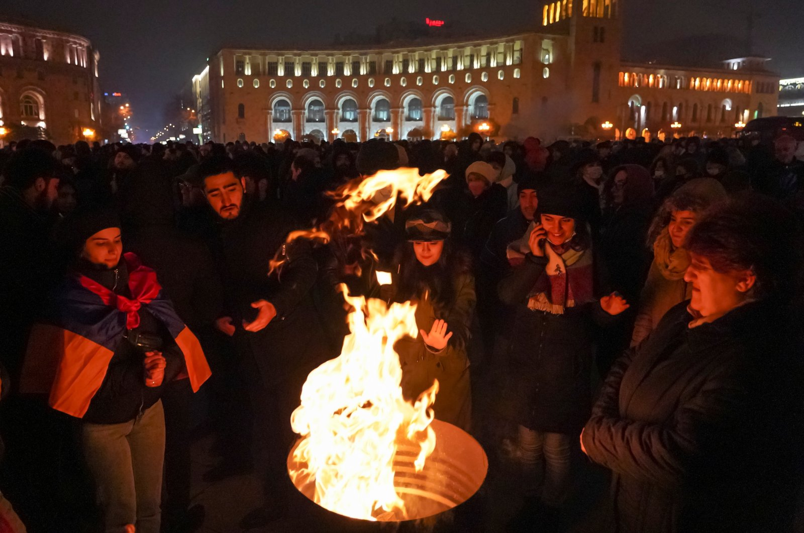 Opposition protesters warm themselves as they attend a rally to demand the resignation of Prime Minister Nikol Pashinyan in Yerevan, Armenia Dec. 22, 2020. (Reuters Photo)