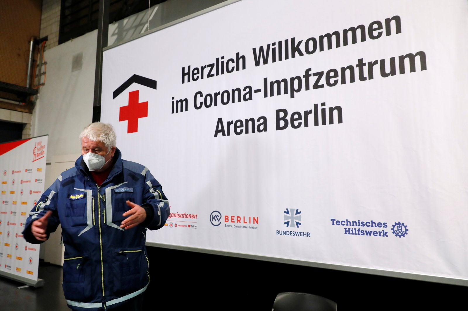Albrecht Broemme, project manager for vaccination centres in Berlin and honorary president of the Federal Agency for Technical Relief (THW) visits a coronavirus disease (COVID-19) vaccination centre at the Arena in Berlin, Germany, December 26, 2020. (Reuters Photo)