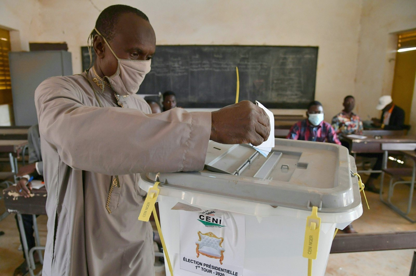 A man casts his ballot at a polling station in Niamey during Niger's presidential and legislative elections, Dec. 27, 2020. (AFP Photo)
