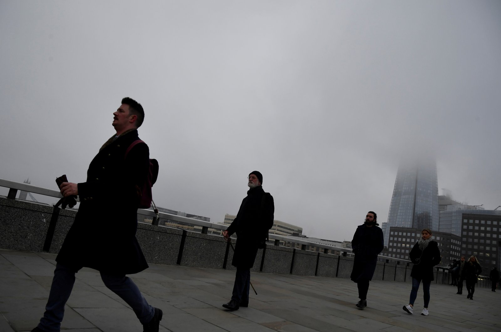 Workers cross the London Bridge on a foggy morning amid the spread of COVID-19, London, Britain, Dec. 7, 2020. (Reuters Photo)