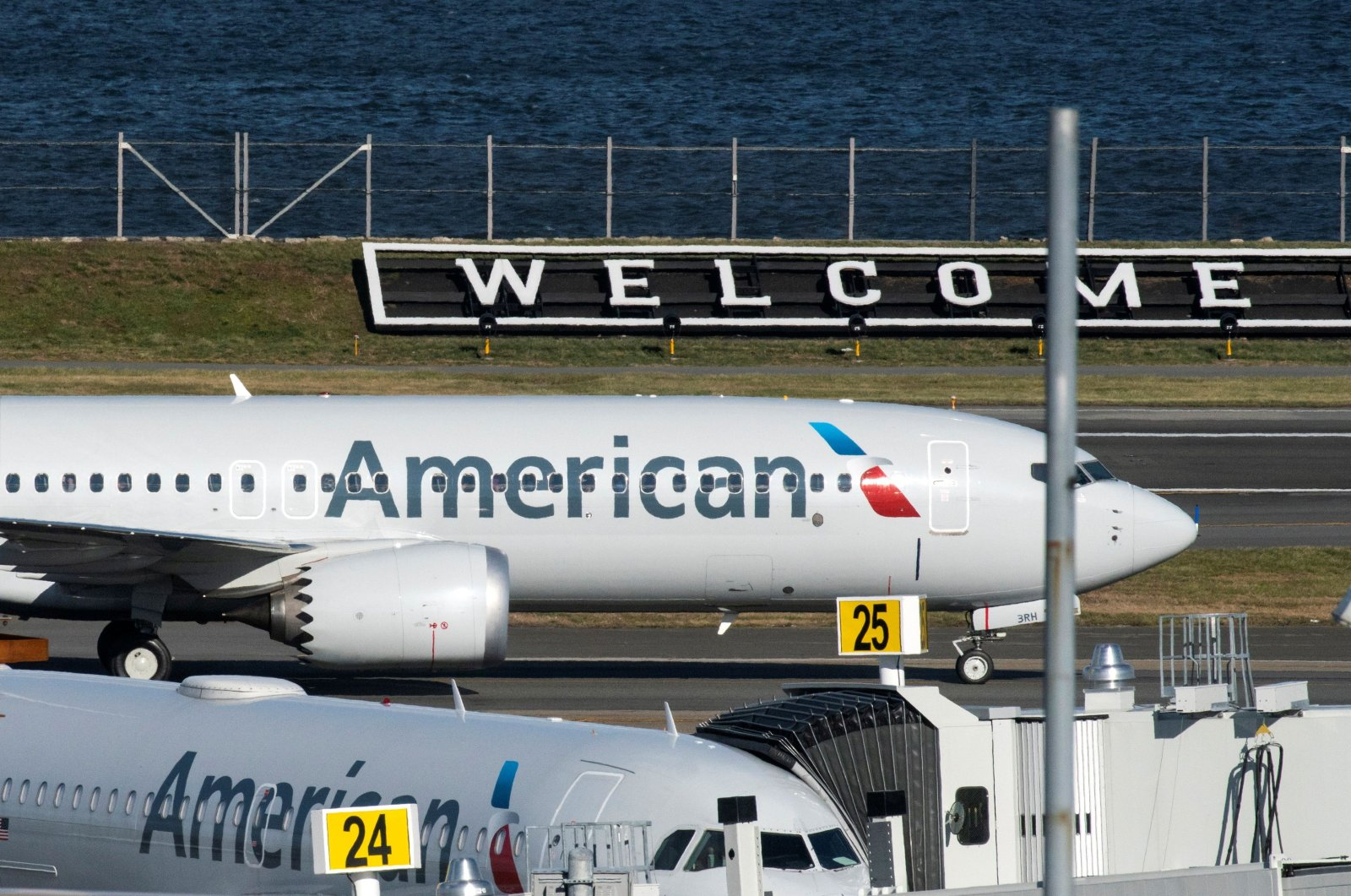 American Airlines flight 718, the first U.S. Boeing 737 MAX commercial flight since regulators lifted a 20-month grounding in November, lands at LaGuardia airport in New York, U.S. Dec. 29, 2020. (Reuters Photo)