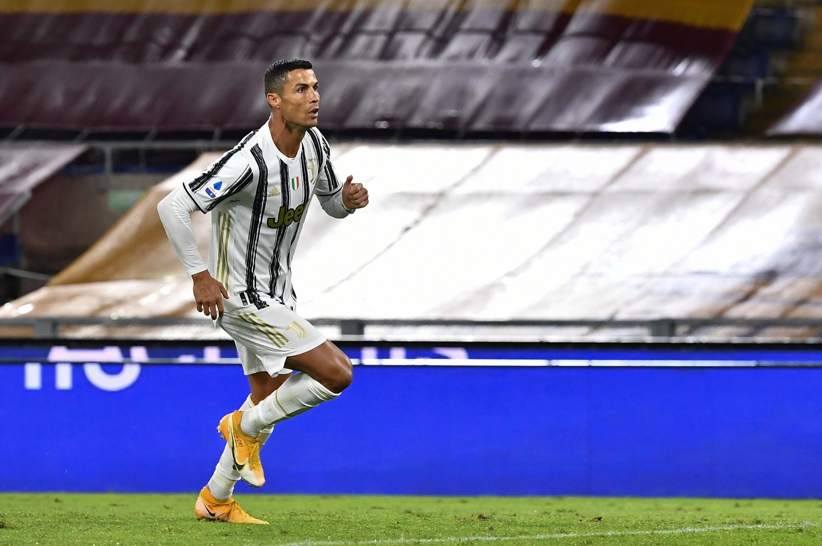 Juventus' Portuguese forward Cristiano Ronaldo celebrates after scoring a penalty and equalizing 1-1 during the Italian Serie A football match Roma vs. Juventus at the Olympic stadium in Rome, Italy, Sept. 27, 2020. (AFP Photo)