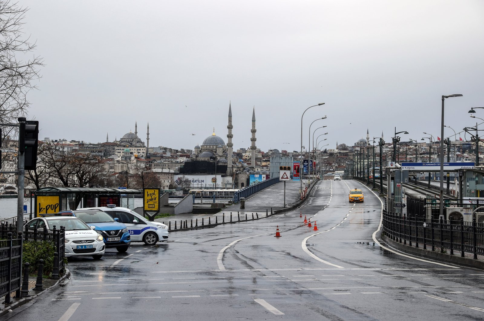 An empty Galata Bridge is seen from Istanbul's Karaköy neighborhood during the 4-day lockdown in effect throughout Turkey, on Jan. 01, 2020. (AA Photo)