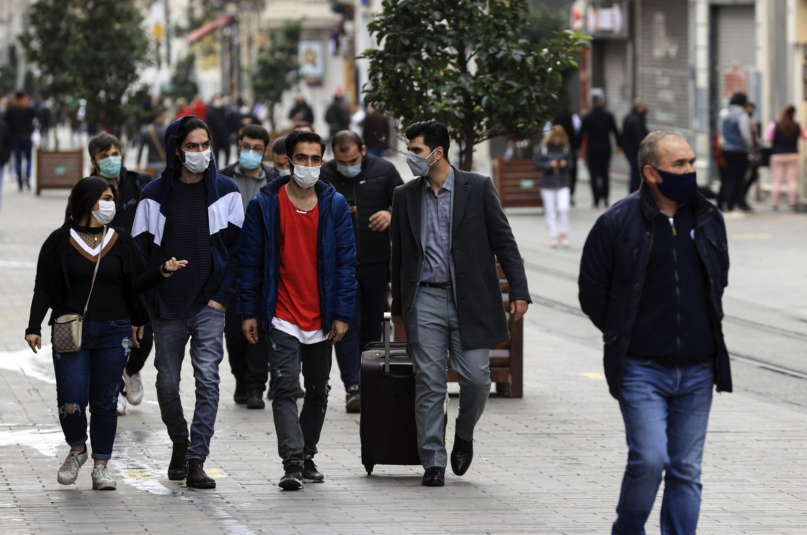 Tourists walk on Istiklal Avenue, one of the main shopping streets in Istanbul, Turkey, during a lockdown, Jan. 3, 2021. (AA Photo)