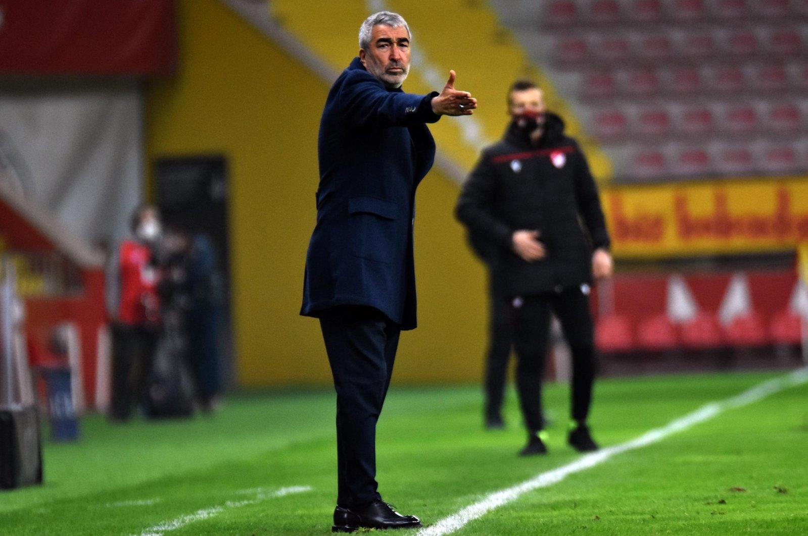 Coach Samet Aybaba reacts during a Süper Lig match against Beşiktaş, in Kayseri, Turkey, Jan. 3, 2021. (AA Photo)
