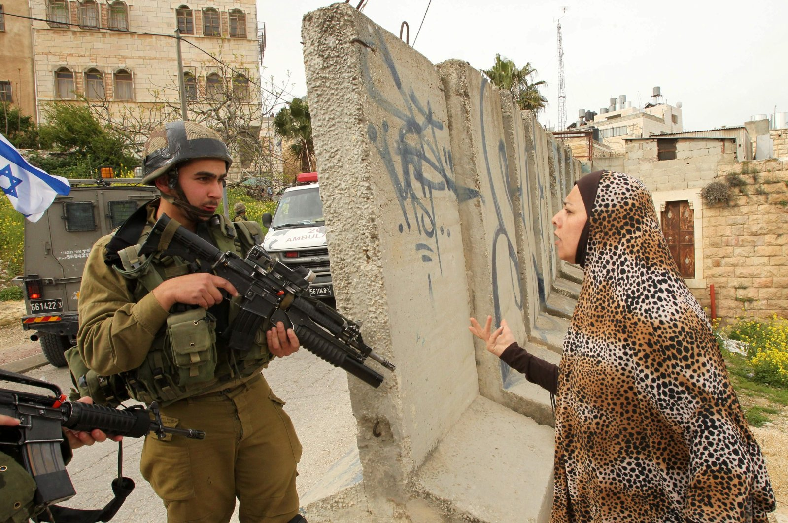 A Palestinian woman speaks with an Israeli soldier at the entrance of the occupied West Bank town of Hebron, Palestine, March 24, 2016. (AFP Photo)