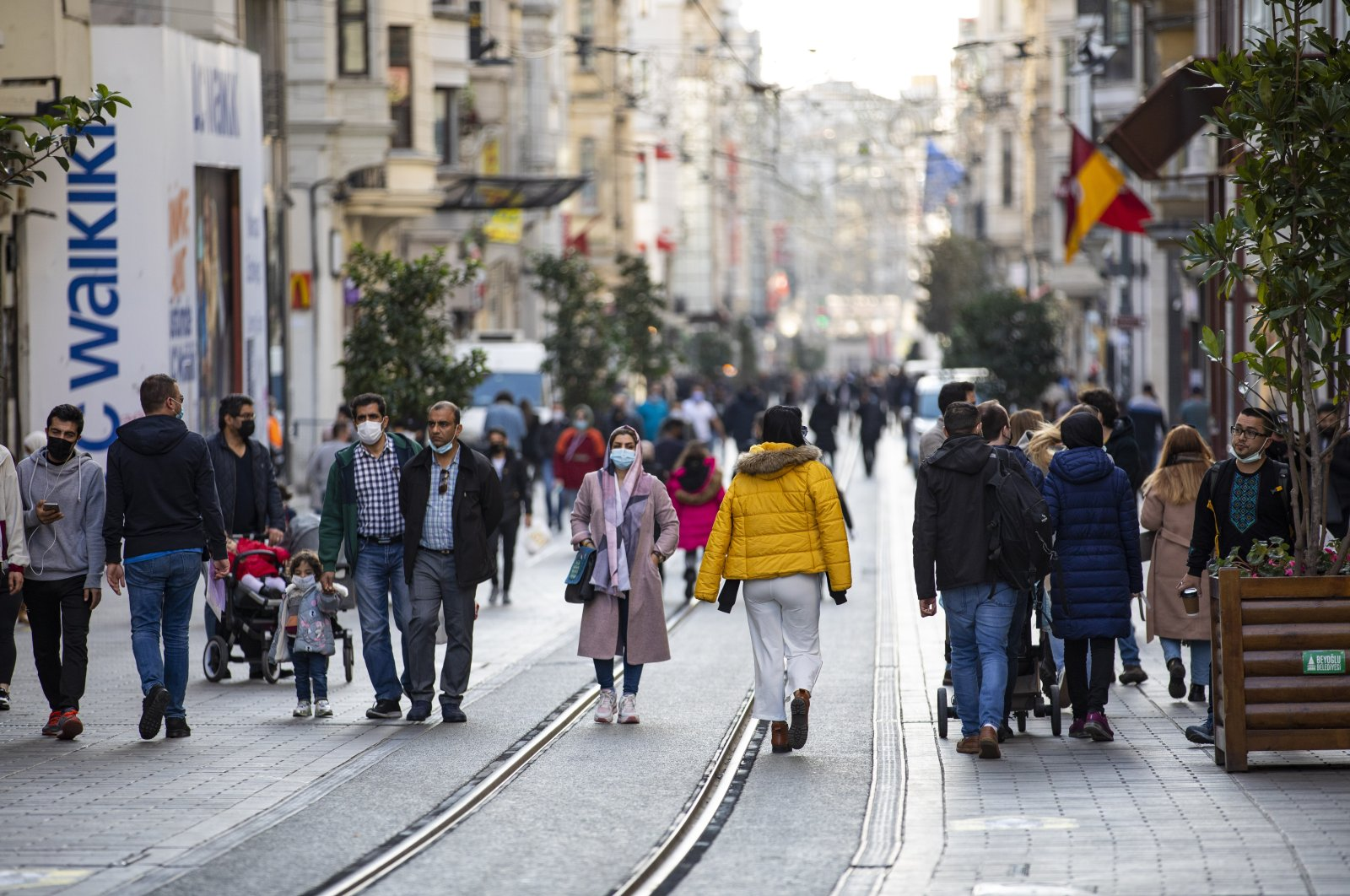 Tourists walk on Istiklal Avenue, one of the main shopping streets in Istanbul, Turkey, during a lockdown, Jan. 2, 2021. (AA Photo)