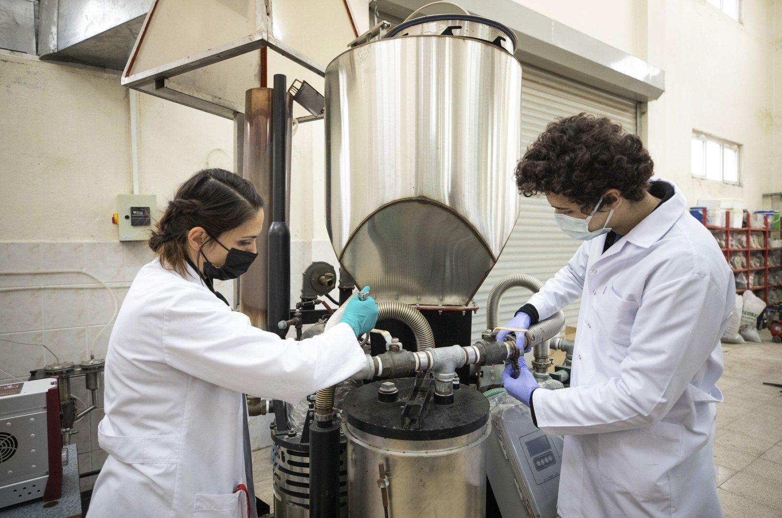 A university team works on the gasification system at Dokuz Eylül University, in Izmir, western Turkey, Jan. 6, 2020. (AA Photo)