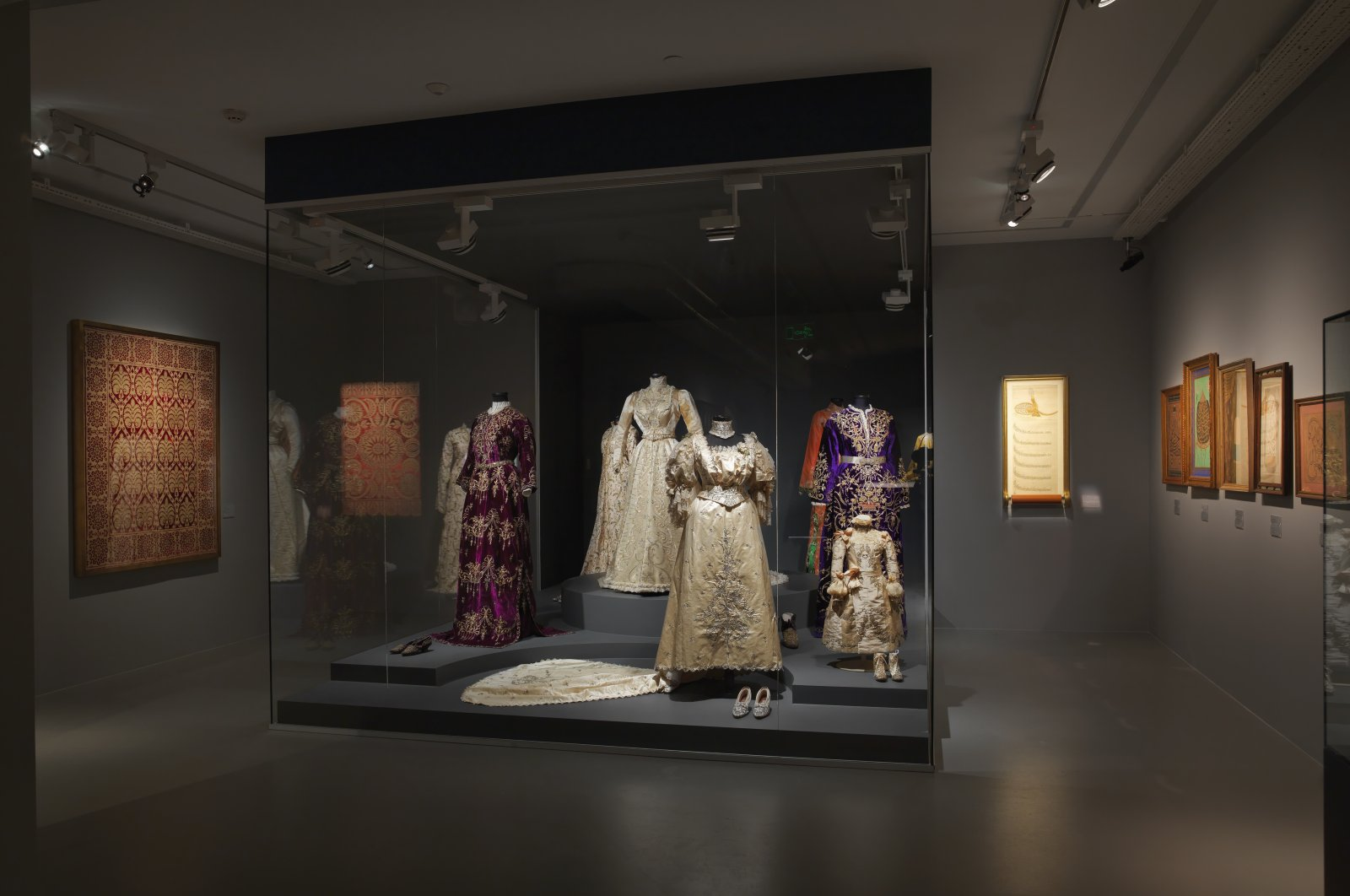 """Ottoman-period attire is seen at the """"Preserving the Past: A Selection from the Sadberk Hanım Museum"""" at Meşher, Istanbul."""