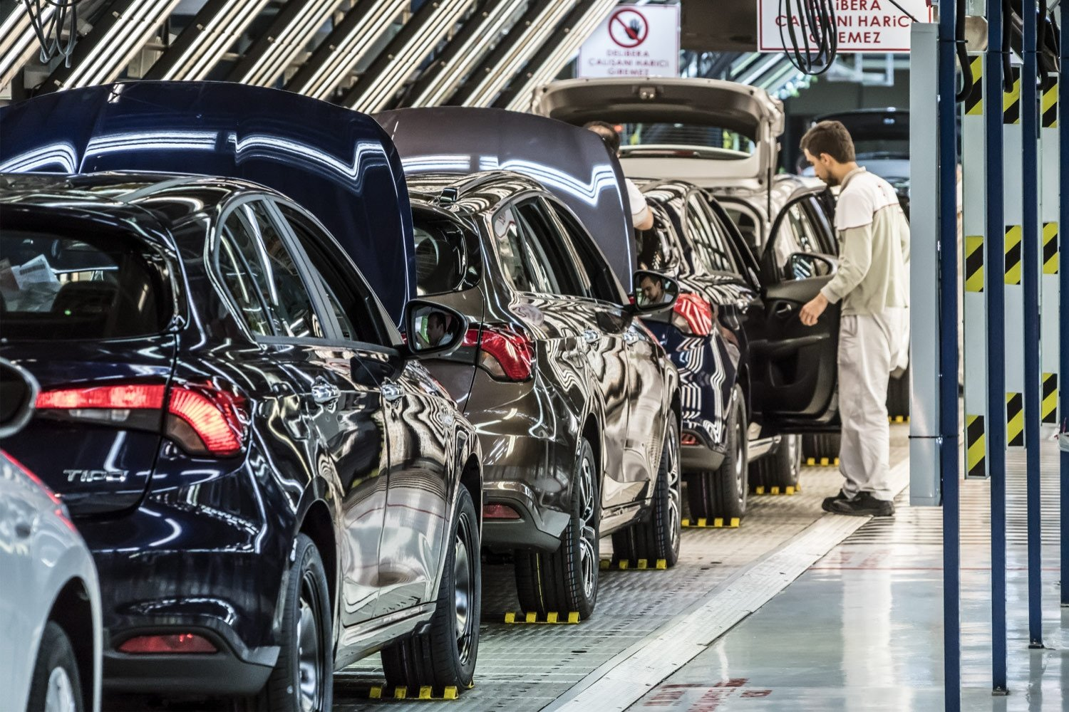 Cars are seen in the Bursa factory of Tofaş, a joint venture of Turkey's Koç Holding and Italian-American carmaker Fiat Chrysler, Oct. 30, 2018. (DHA Photo)
