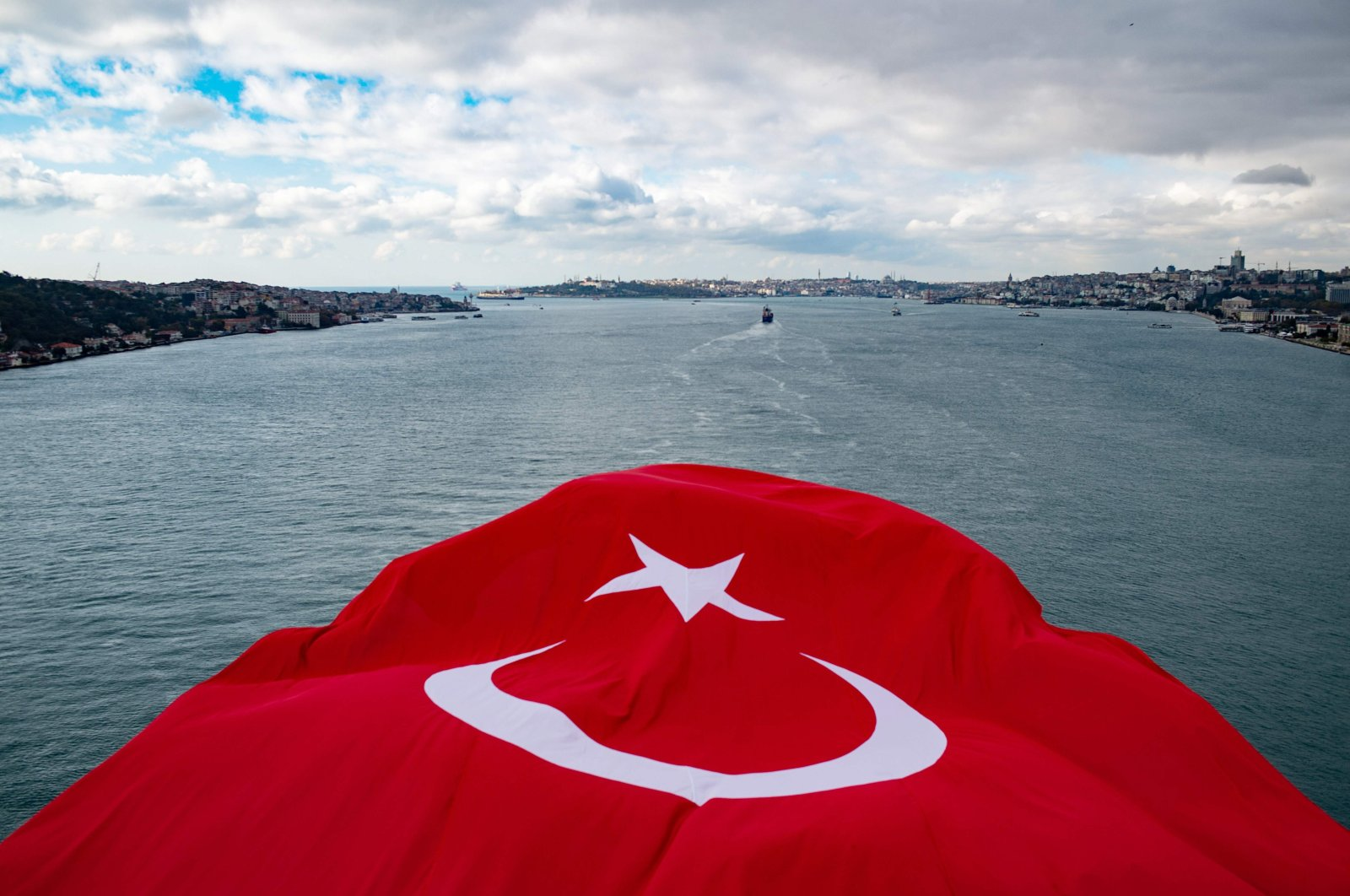 A Turkish national flag waves over the Bosporus on the July 15 Martyrs' Bridge, Istanbul, Turkey, Nov. 8, 2020. (AFP Photo)