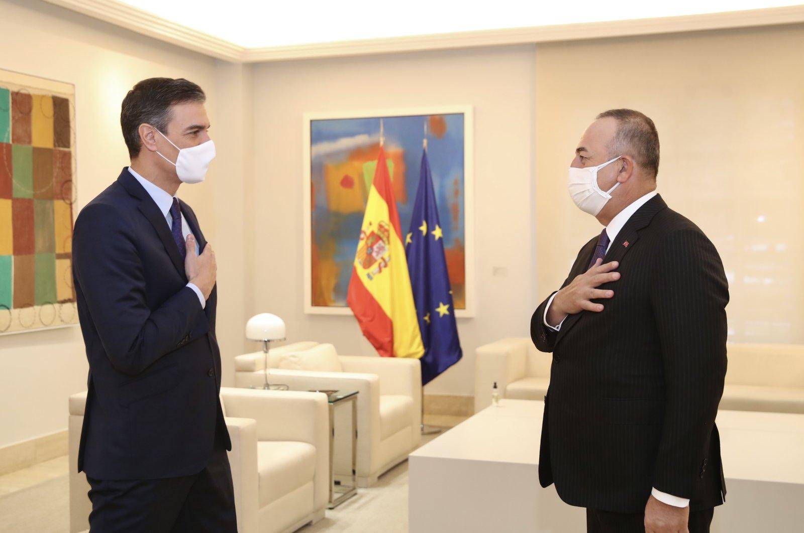 Foreign Minister Mevlüt Çavuşoğlu (R) meets with Spain's Prime Minister Pedro Sanchez in Madrid, Spain, Jan. 8, 2020. (AA Photo)