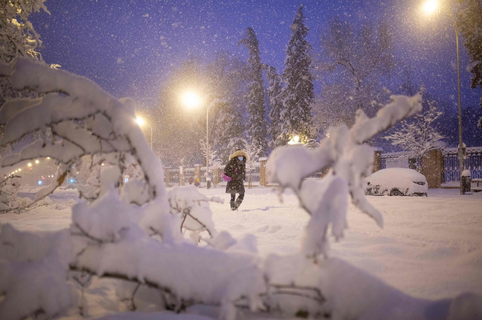 A woman walks amid heavy snowfall in Madrid, Jan. 9, 2021. (AFP Photo)