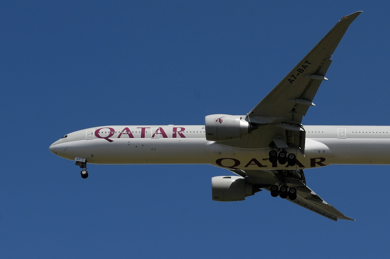 A Qatar Airways passenger plane landing at London Heathrow airport, London, Britain, May 21, 2020. (Reuters Photo)