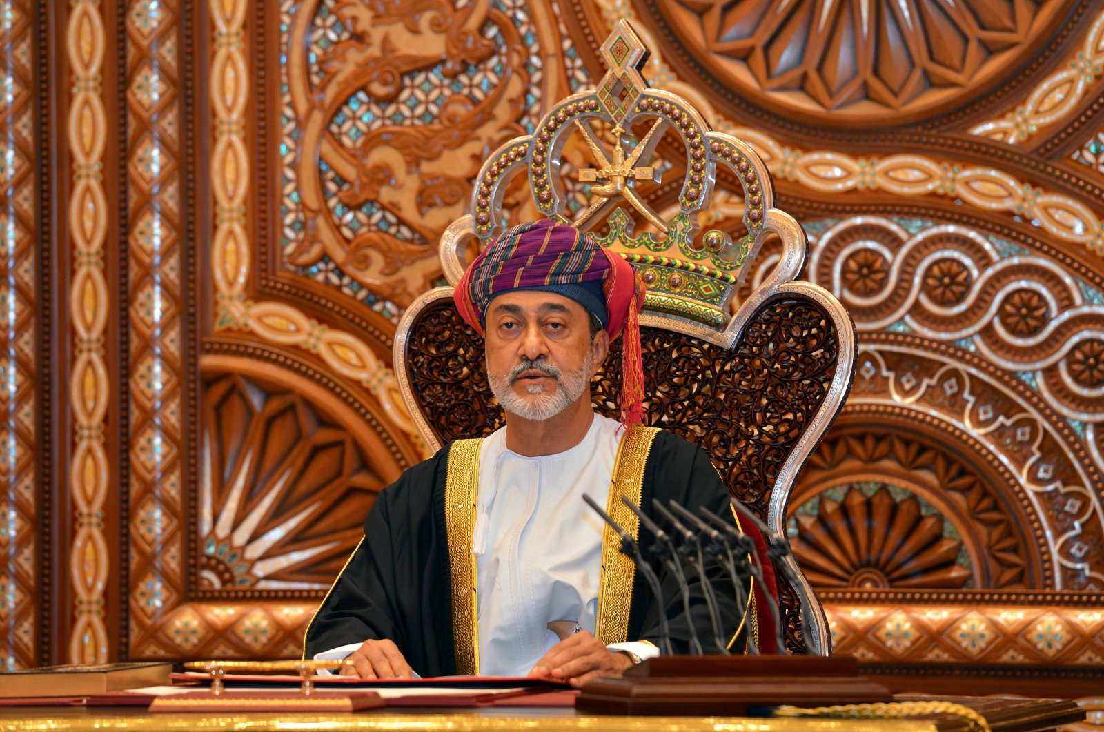 Sultan Haitham bin Tariq Al Said gives a speech after being sworn in before the royal family council in Muscat, Oman, Jan. 11, 2020. (Reuters)