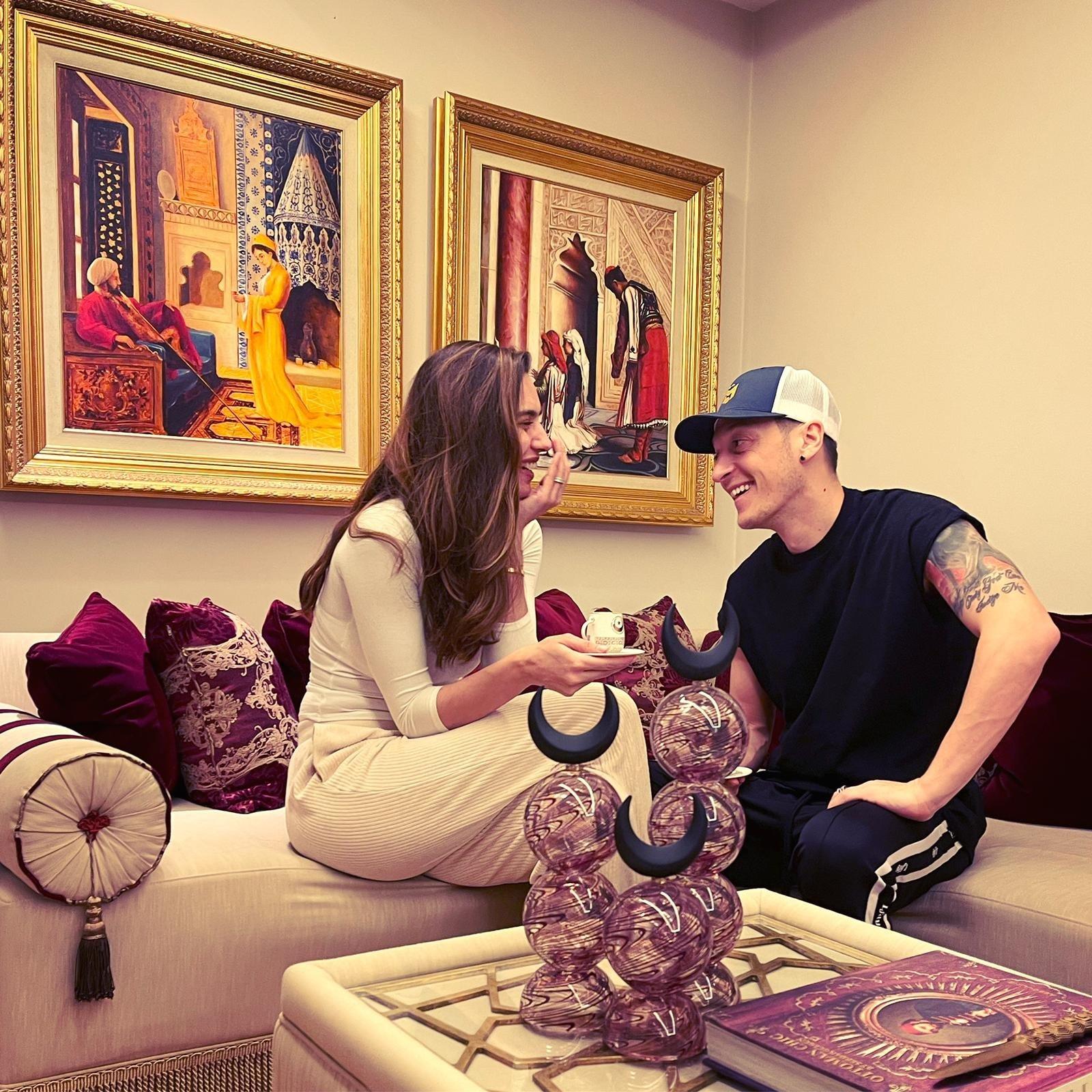 Turkish football player Mesut Özil shared a photograph of himself with his wife enjoying Turkish coffee in their London home, Jan. 10, 2021. (Twitter Photo/Mesut Özil)