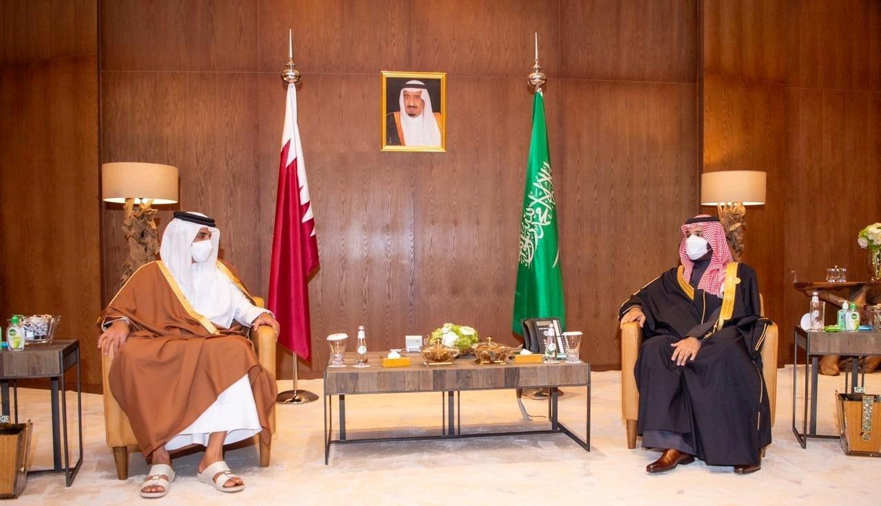 Saudi Arabia's Crown Prince Mohammed bin Salman meets Qatar's Emir Sheikh Tamim bin Hamad al-Thani during the Gulf Cooperation Council's (GCC) 41st Summit in Al-Ula, Saudi Arabia, Jan. 5, 2021. (Reuters Photo)