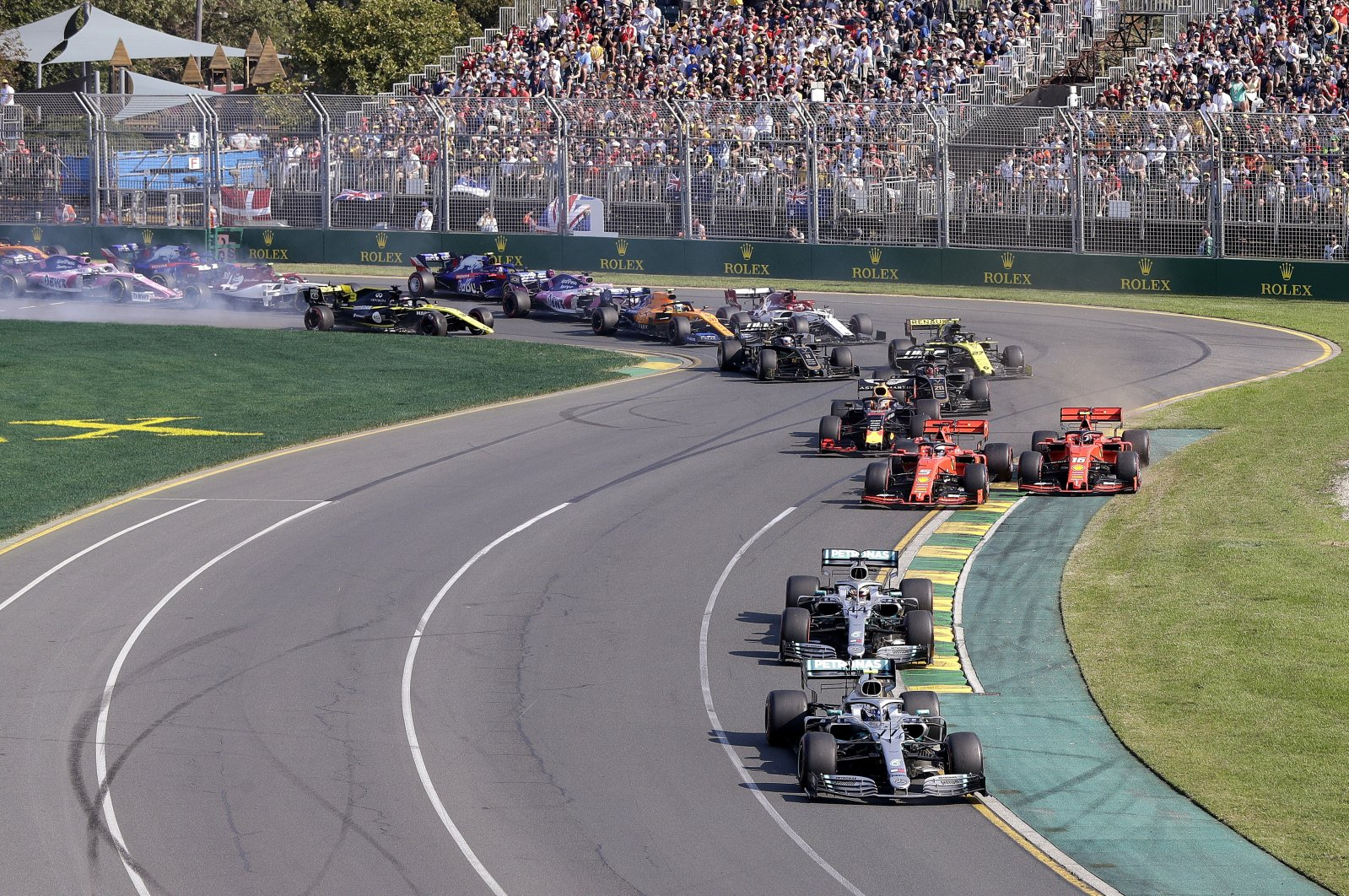 Mercedes driver Valtteri Bottas of Finland, bottom, leads the rest of the pack during the start of the F1 Australian Grand Prix in Melbourne, Australia, March 17, 2019. (AP Photo)