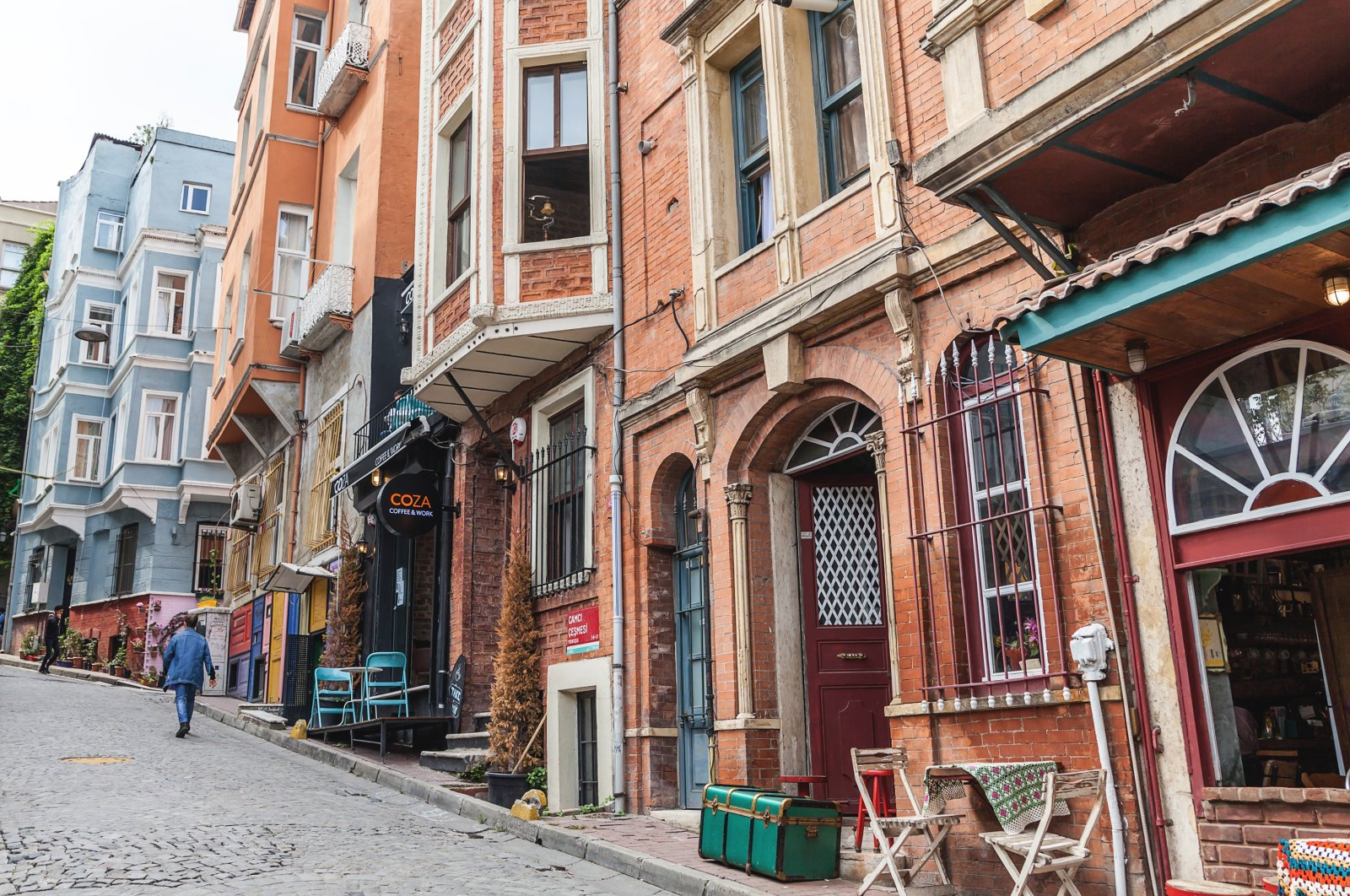 Streets are lined with stores and restaurants in the old quarter of Balat in Istanbul's Fatih district, Oct. 3, 2018. (Shutterstock Photo)