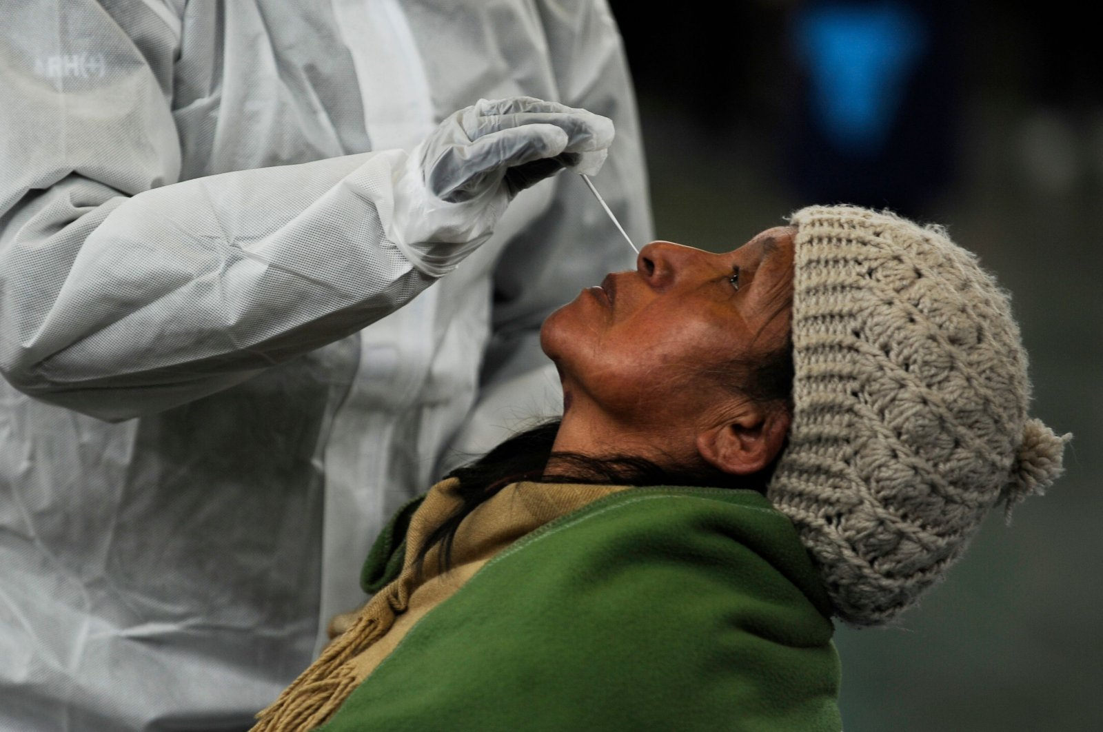 A Bolivian health worker gives a PCR test for a woman at a COVID-19 diagnosis center in La Paz, Jan. 7, 2021. (AFP Photo)