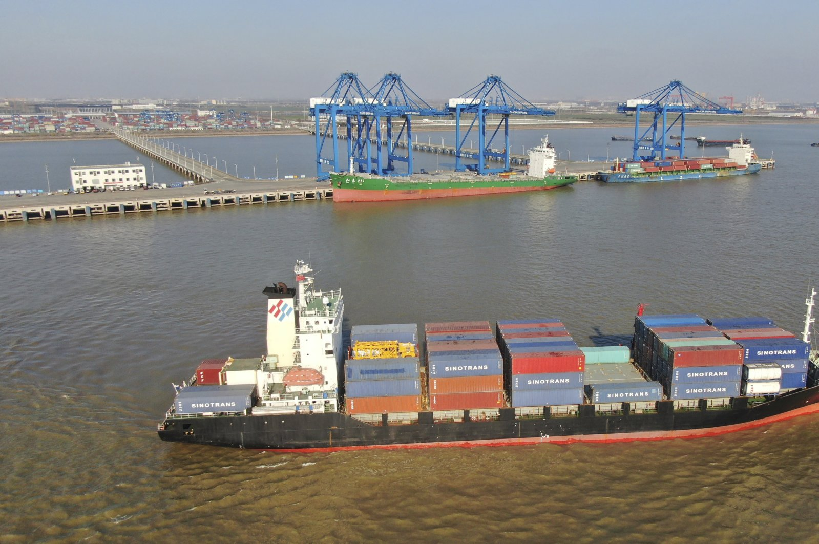 A container ship leaves a port in Nantong in eastern China's Jiangsu Province, Dec. 20, 2020. (AP Photo)