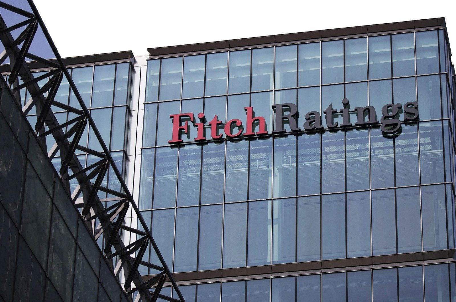 The headquarters of Fitch Ratings Ltd. stands in the Canary Wharf business and shopping district in London, U.K., July 12, 2013. (Getty Images)