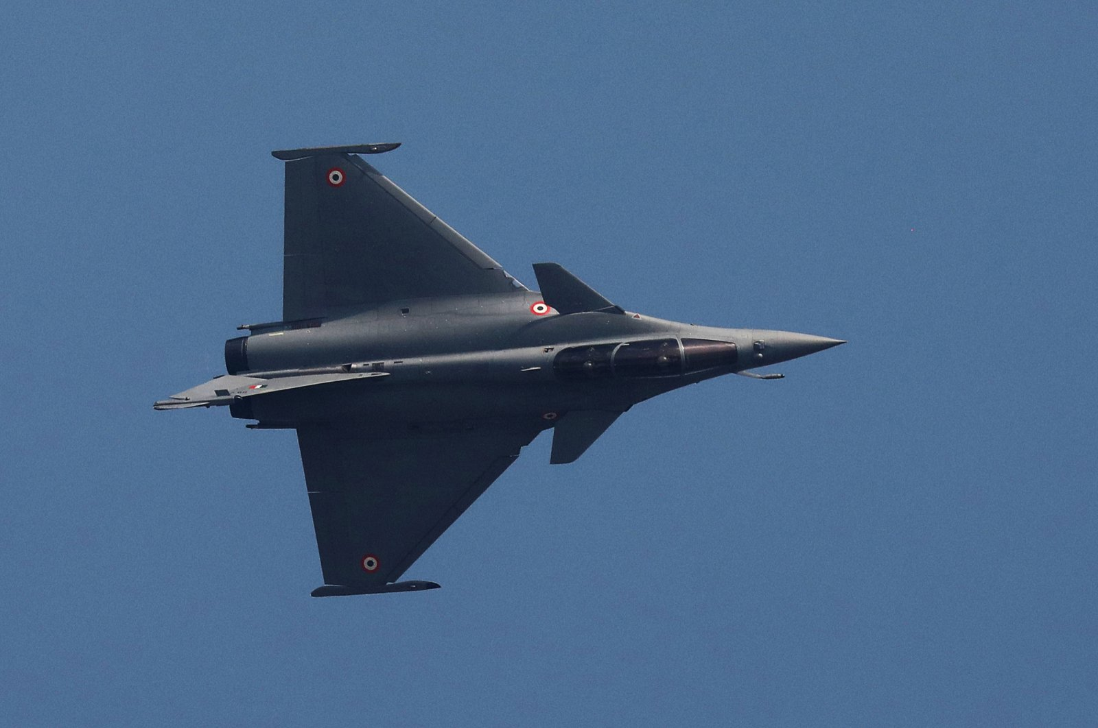 A Rafale fighter jet during an air show at the Hindon Air Force Station on the outskirts of New Delhi, India, Oct. 8, 2020. (EPA-EFE)