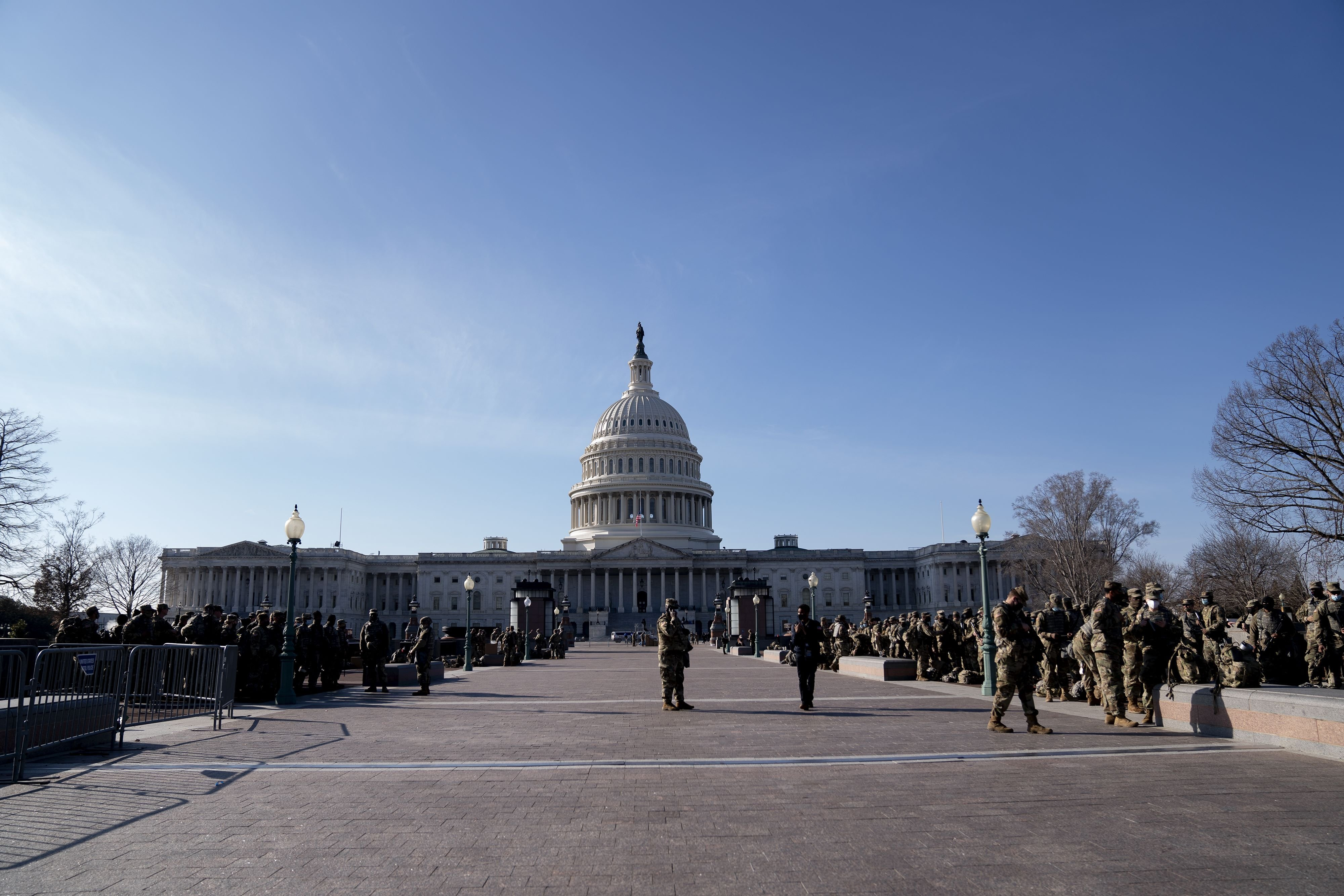 Members of the National Guard gather outside the U.S. Capitol in Washington, D.C., Jan. 14, 2021. (AFP Photo)