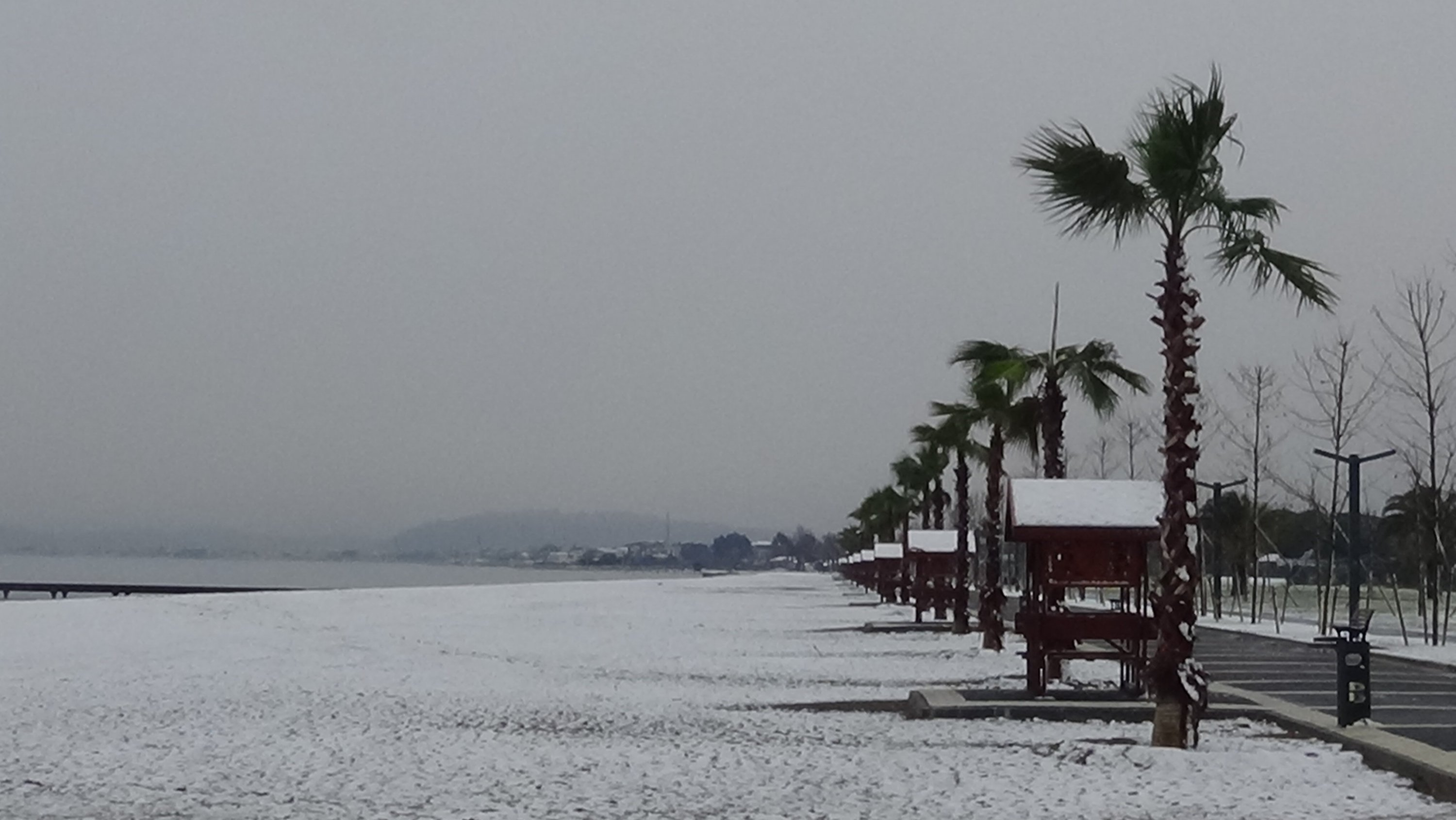 The beaches of Akçay coastal resort of Edremit district are covered in snow, in western Turkey, on Jan. 16, 2021. (IHA Photo)