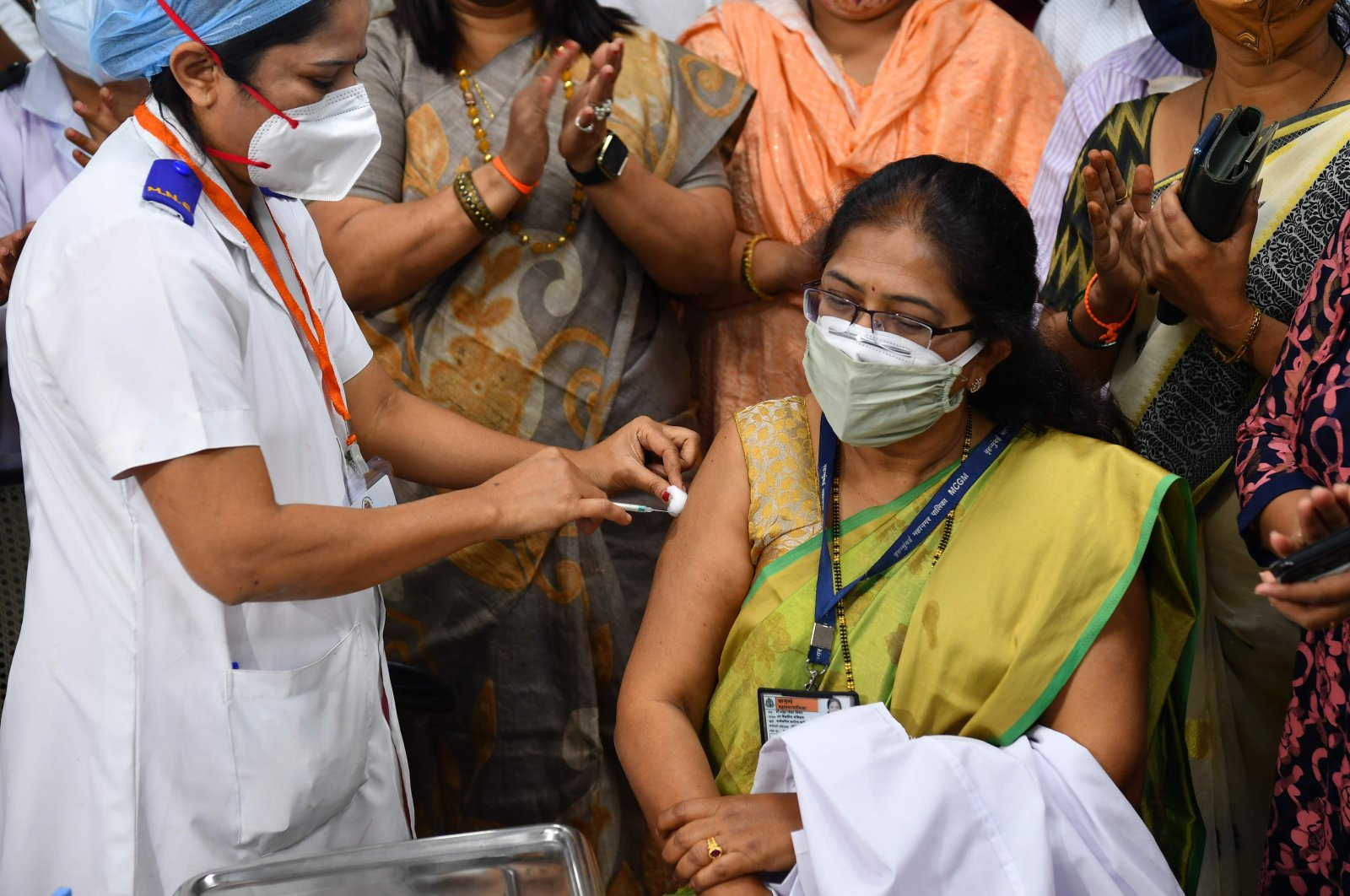 A medical worker inoculates a woman with a COVID-19 vaccine at a hospital in Mumbai, India, Jan. 16, 2021. (AFP Photo)