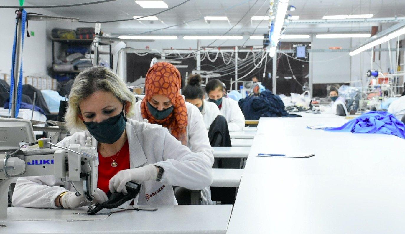 Employees work at the Ebruzen Textile company in the northwestern province of Bursa, Turkey, Jan. 17, 2021. (AA Photo)