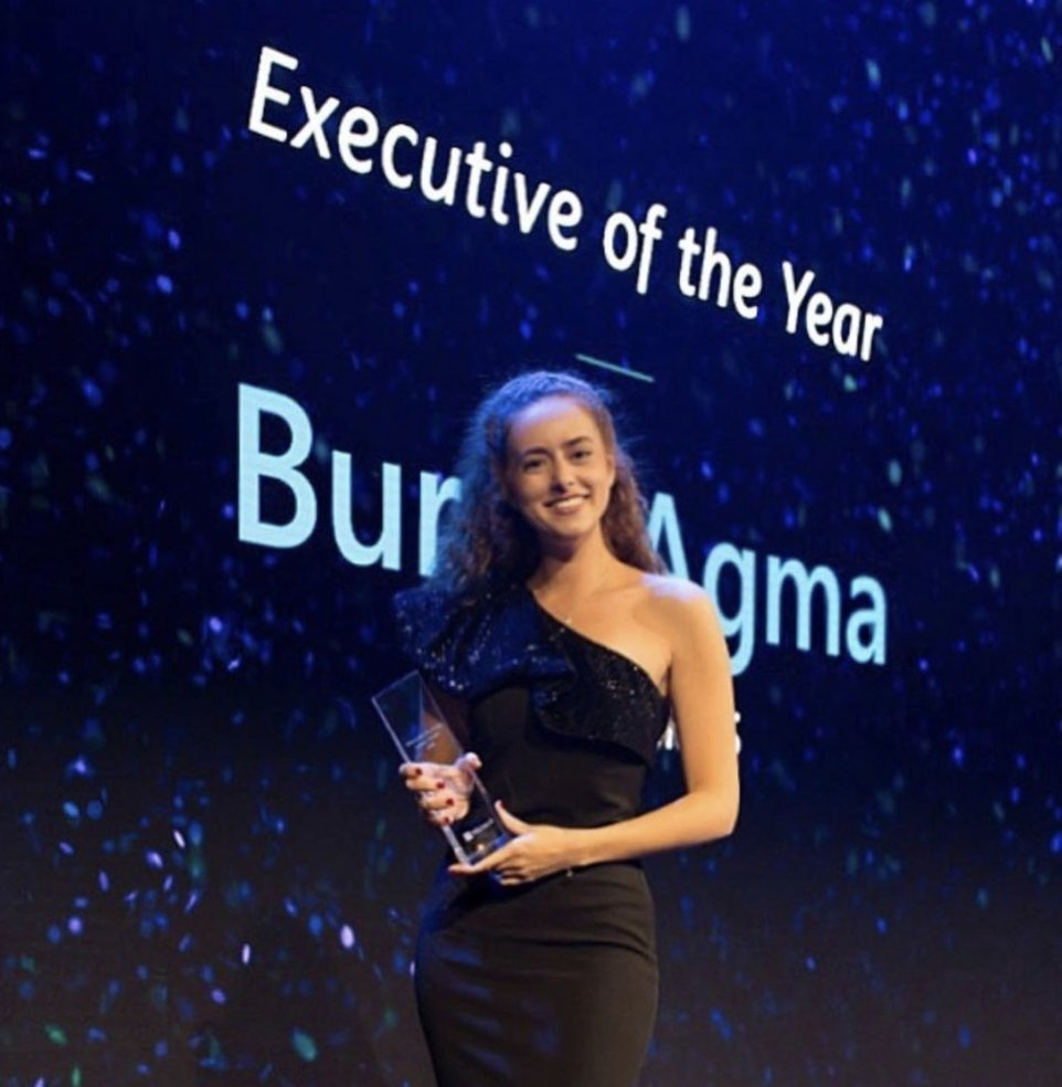 "Burcu Ağma poses with her ""Executive of the Year"" award, given by Microsoft Advertising in 2019. (Photo: Burcu Ağma via Facebook)"