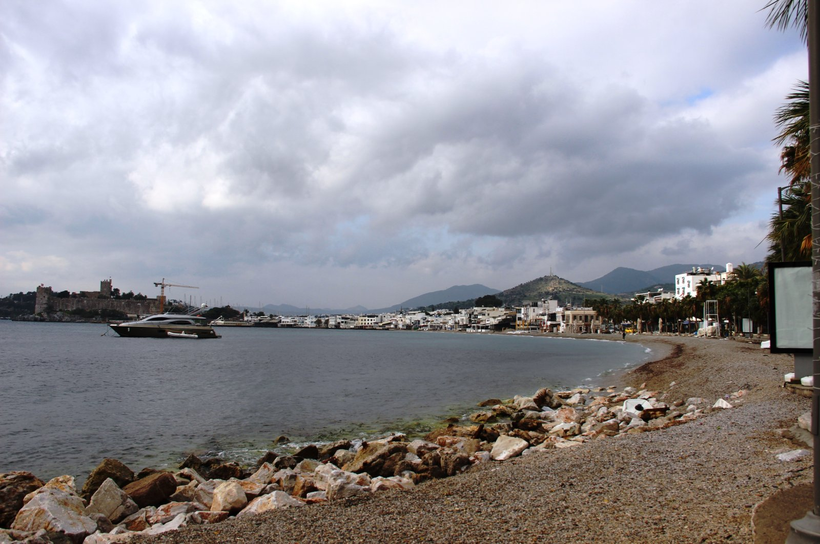 With beaches devoid of crowds, many people frequent the coast more often in Bodrum, Muğla, southwestern Turkey, Jan. 9, 2021. (IHA Photo)