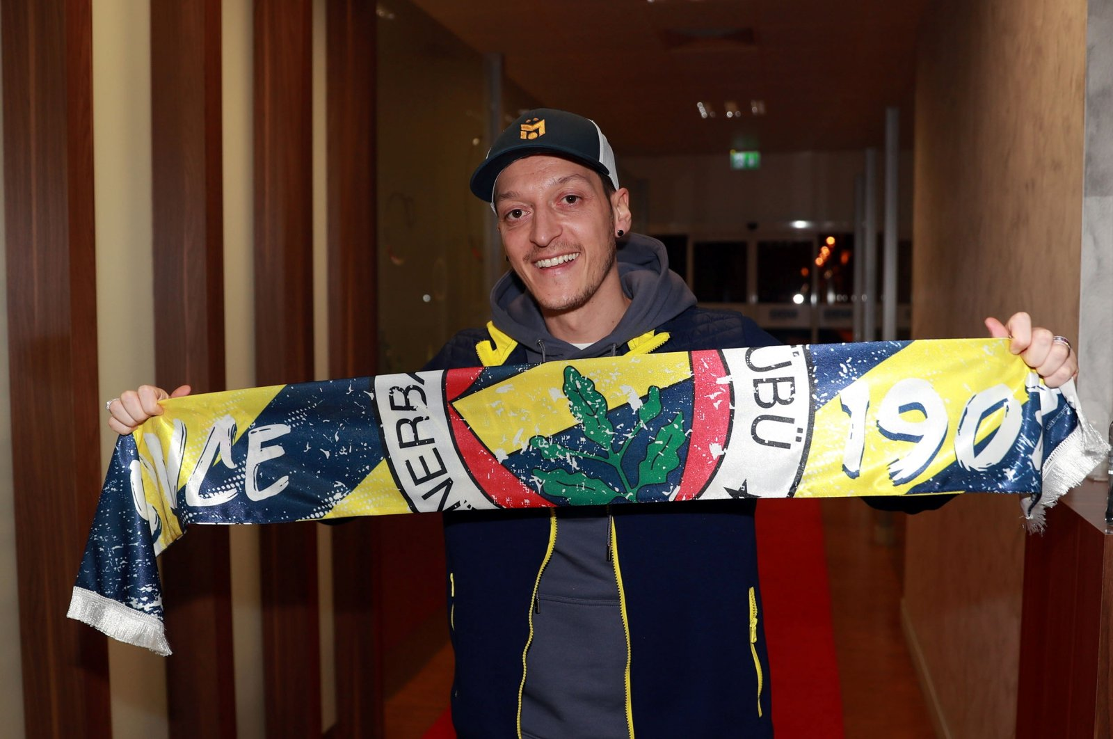 German-Turkish midfielder Mesut Özil poses with a Fenerbahçe scarf upon his arrival at Atatürk Airport in Istanbul, Turkey, Jan. 18, 2021. (Reuters Photo)