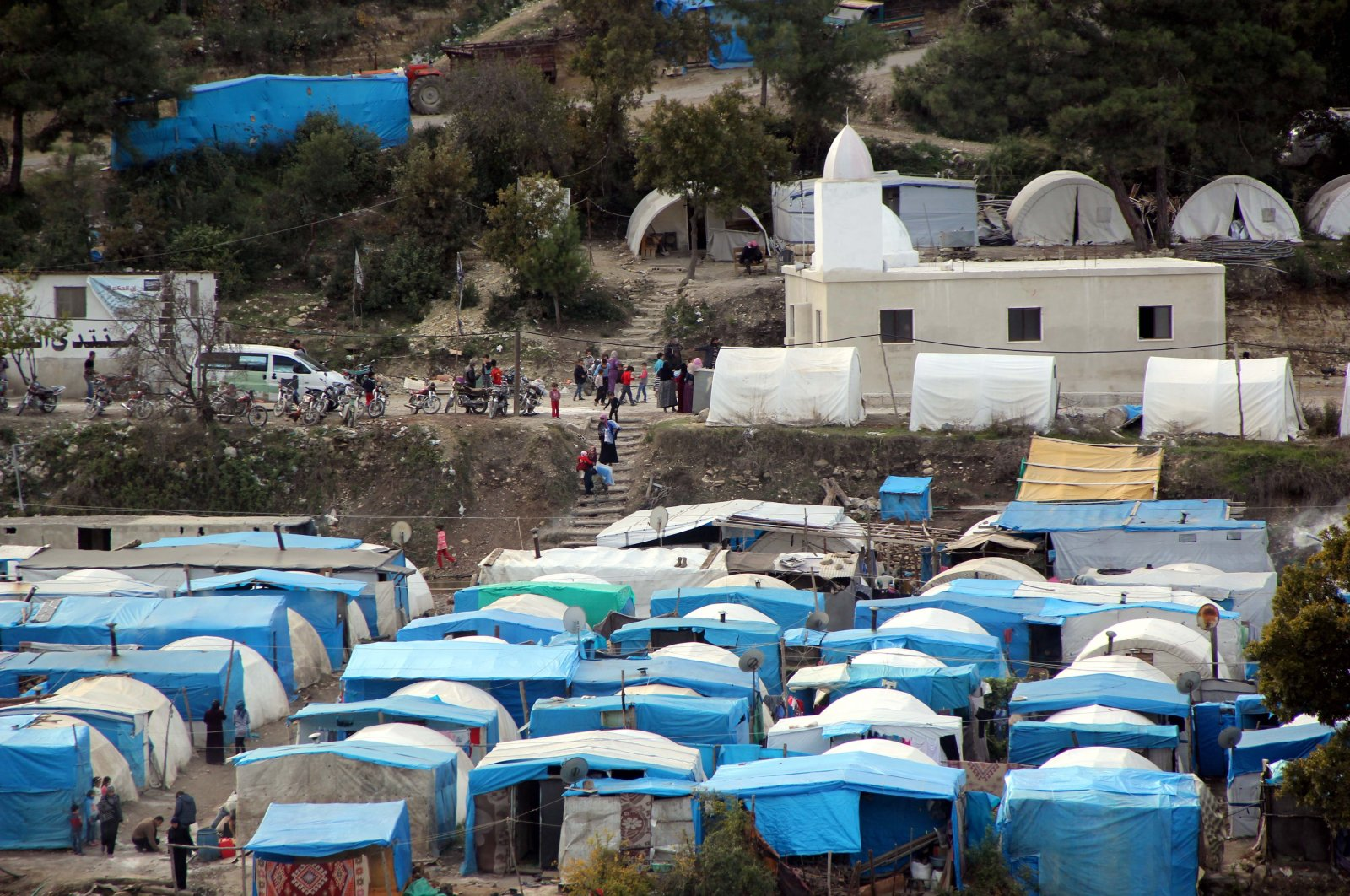 A camp in Turkey's southern border province Hatay hosting Syrian Turkmens who fled the Syrian regime attacks in northwestern Syria is seen, Nov. 23, 2015. (AA Photo)