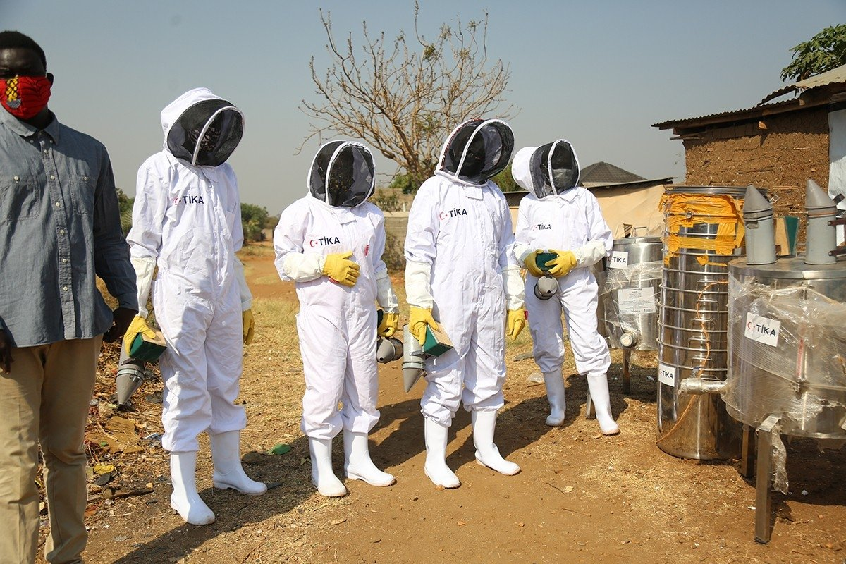Local beekeepers seen with the equipment provided by TIKA, South Sudan, Jan. 18, 2021. (IHA Photo)