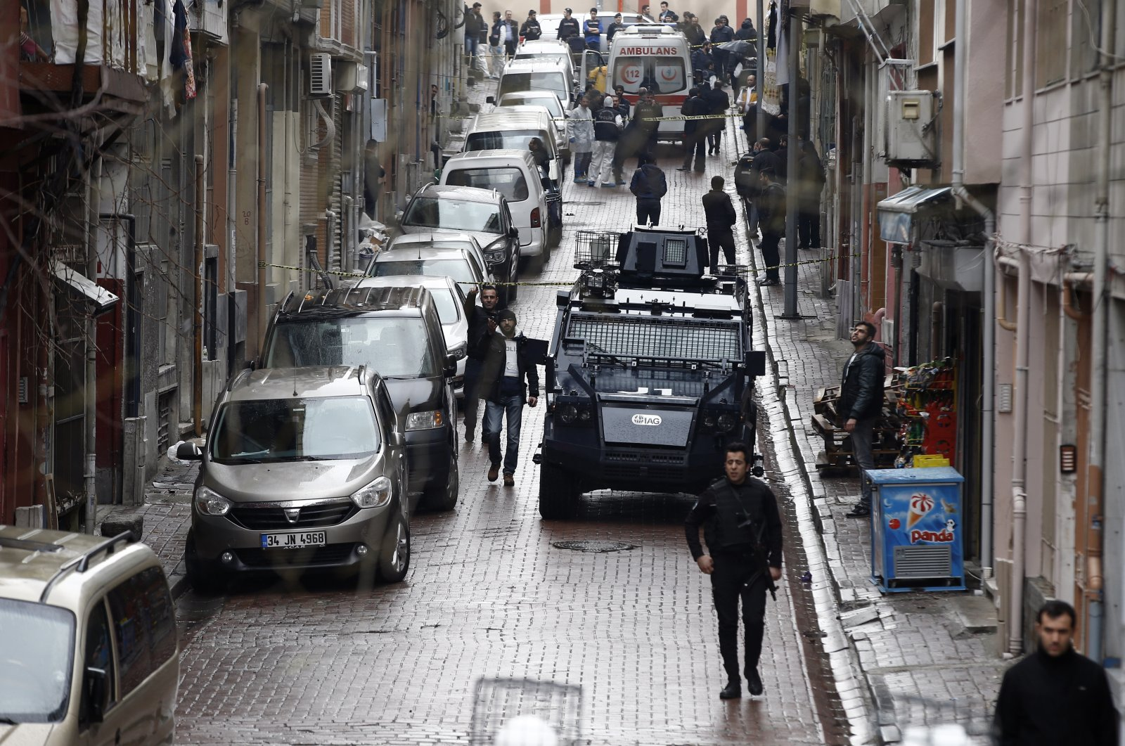 Security forces surround the area during an operation against two attackers, in Bayrampaşa neighborhood in Istanbul, March 3, 2016. (AP File Photo)