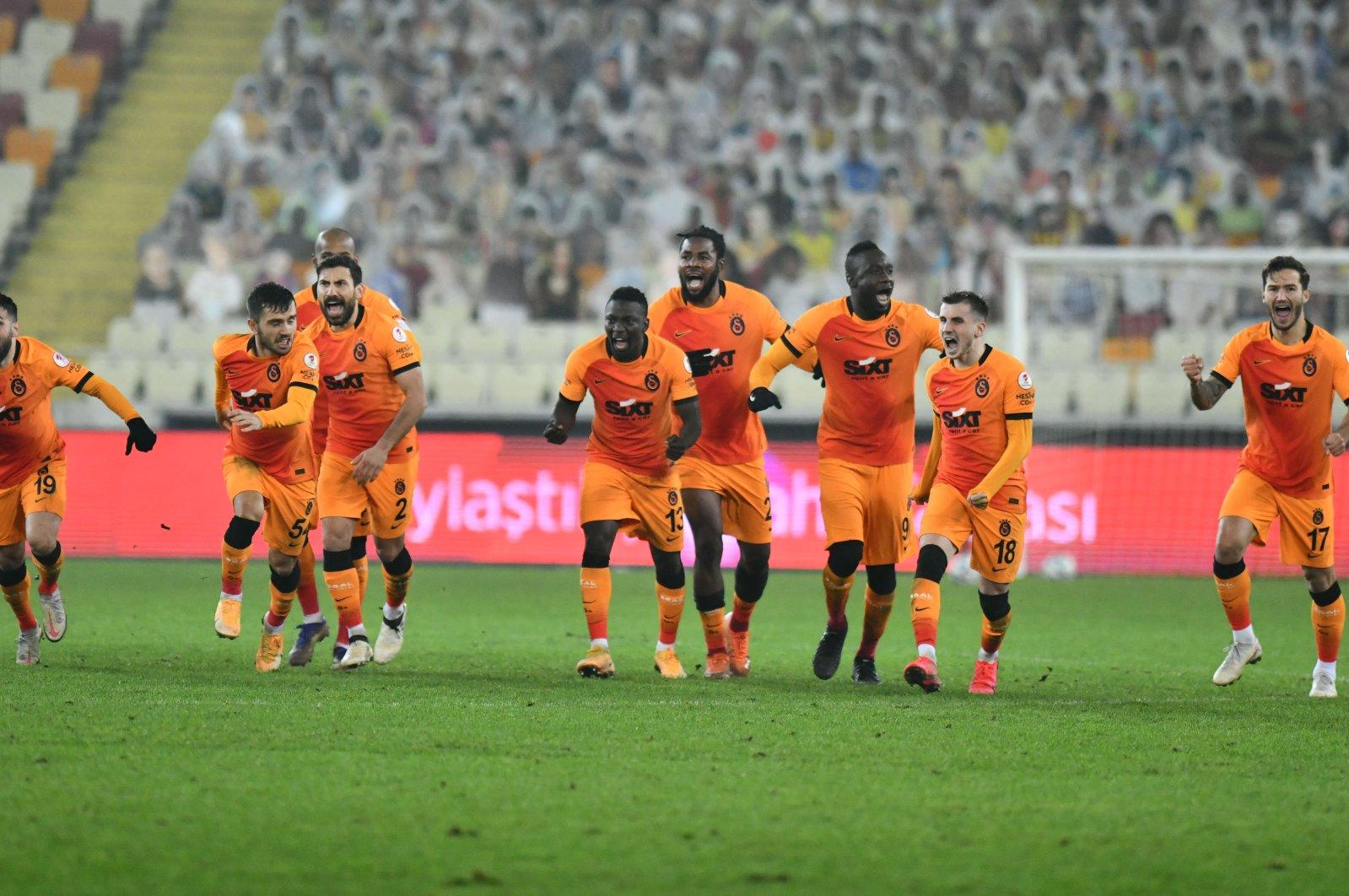 Galatasaray footballers celebrate after reaching the Ziraat Turkish Cup quarterfinals after defeating Yeni Malatyaspor, Malatya, eastern Turkey, Jan. 12, 2020. (AA Photo)