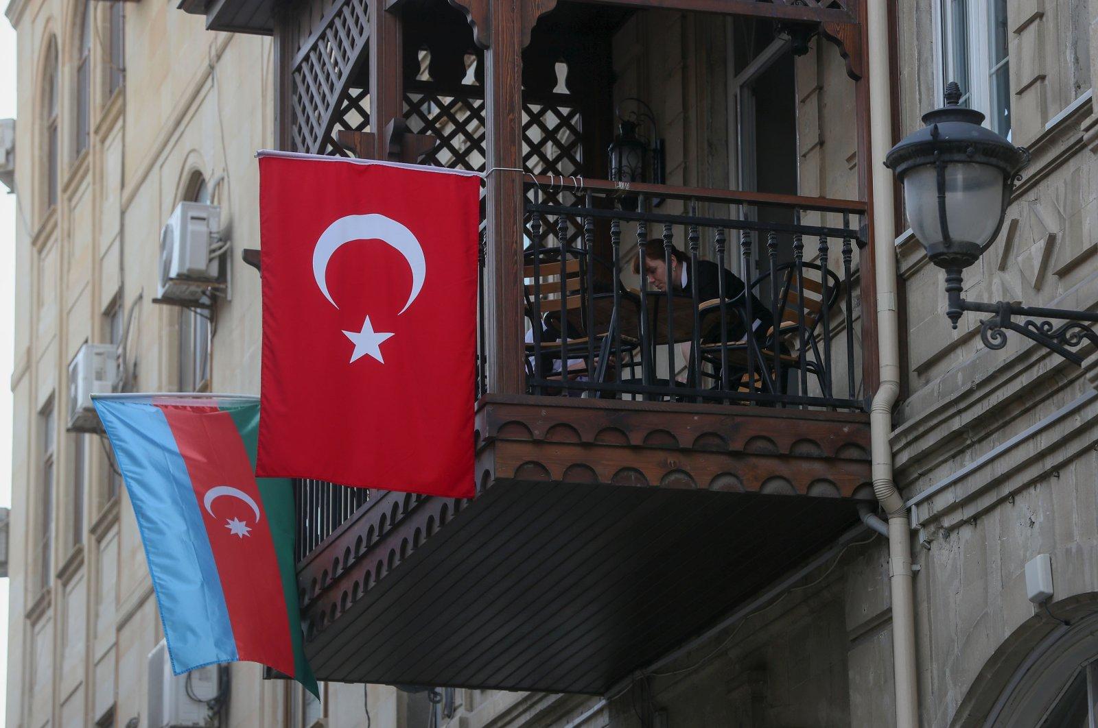 The national flags of Turkey and Azerbaijan hang from a balcony in Baku, Azerbaijan, Oct. 23, 2002. (Reuters Photo)