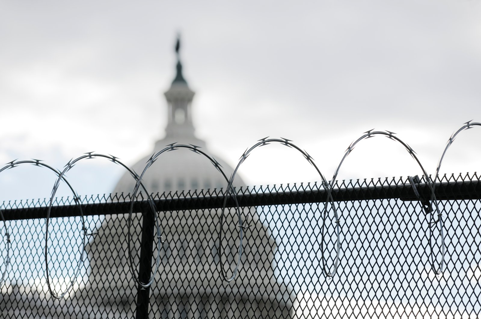 Razor wire on top of a fence protecting the U.S. Capitol building ahead of U.S. President-elect Joe Biden's inauguration, in Washington, D.C., Jan. 19, 2021. (Reuters Photo)
