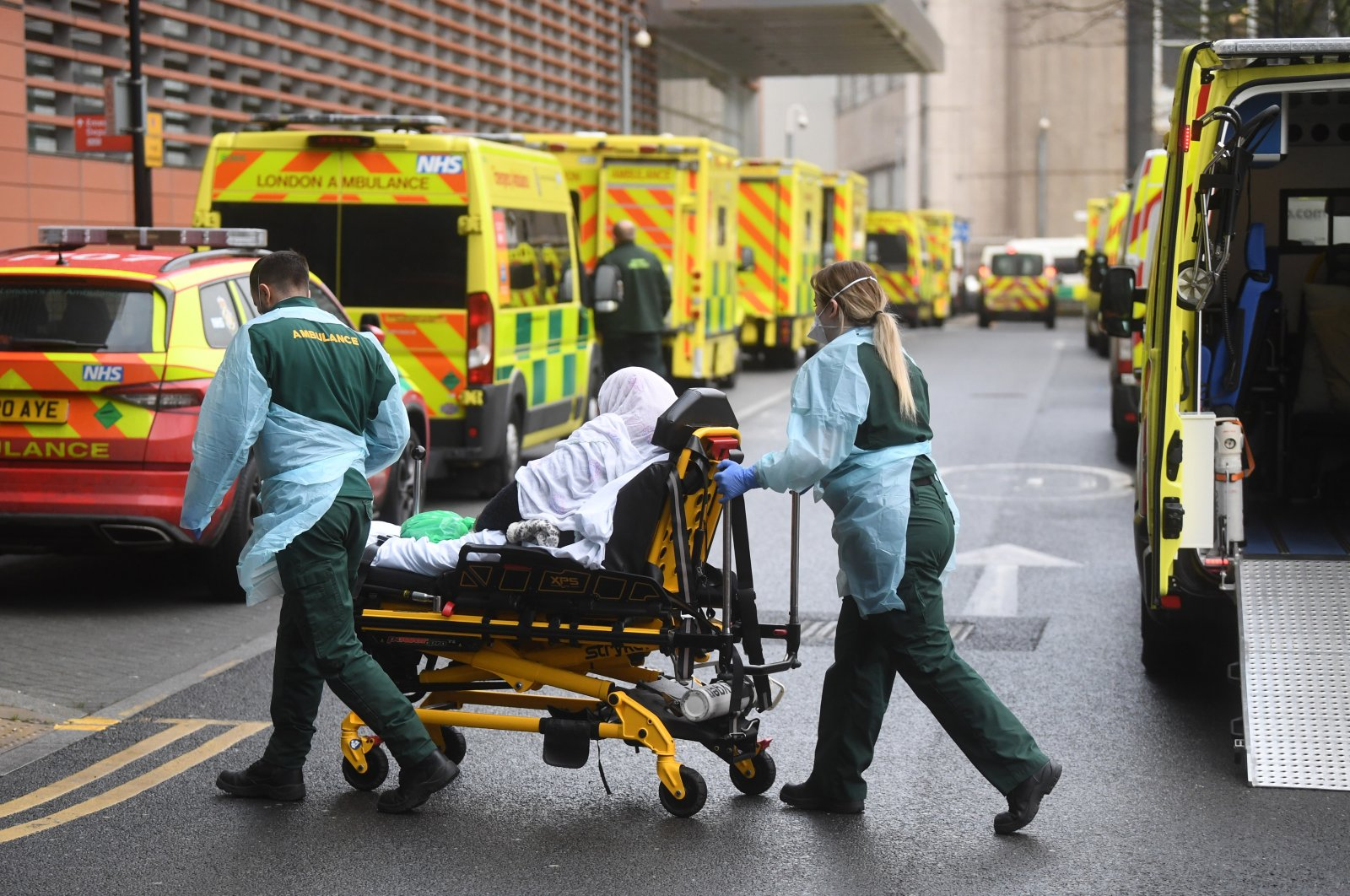 Medical workers transfer a patient from an ambulance to the Royal London Hospital in London, Britain, Jan. 12, 2021. (EPA Photo)