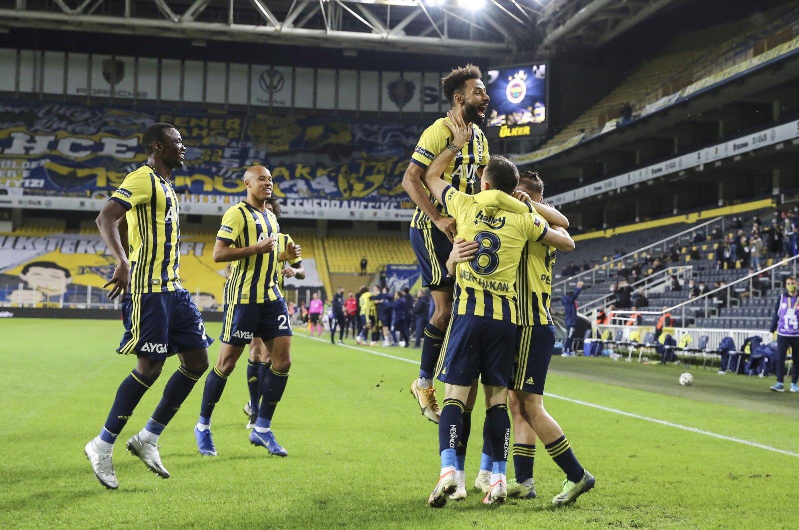 Fenerbahçe players celebrate a goal against Alanyaspor in a Turkish Süper Lig match at Ülker Stadium, Istanbul, Turkey, Jan. 7, 2020. (AA Photo)