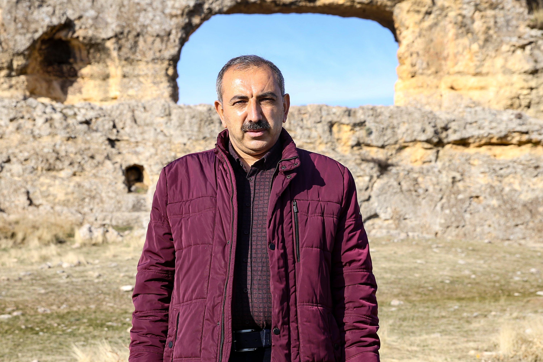 Professor Irfan Yıldız of Dicle University stands at Eğil Castle in the Eğil district of Diyarbakır province, southeastern Turkey, Jan. 18, 2021. (AA Photo)