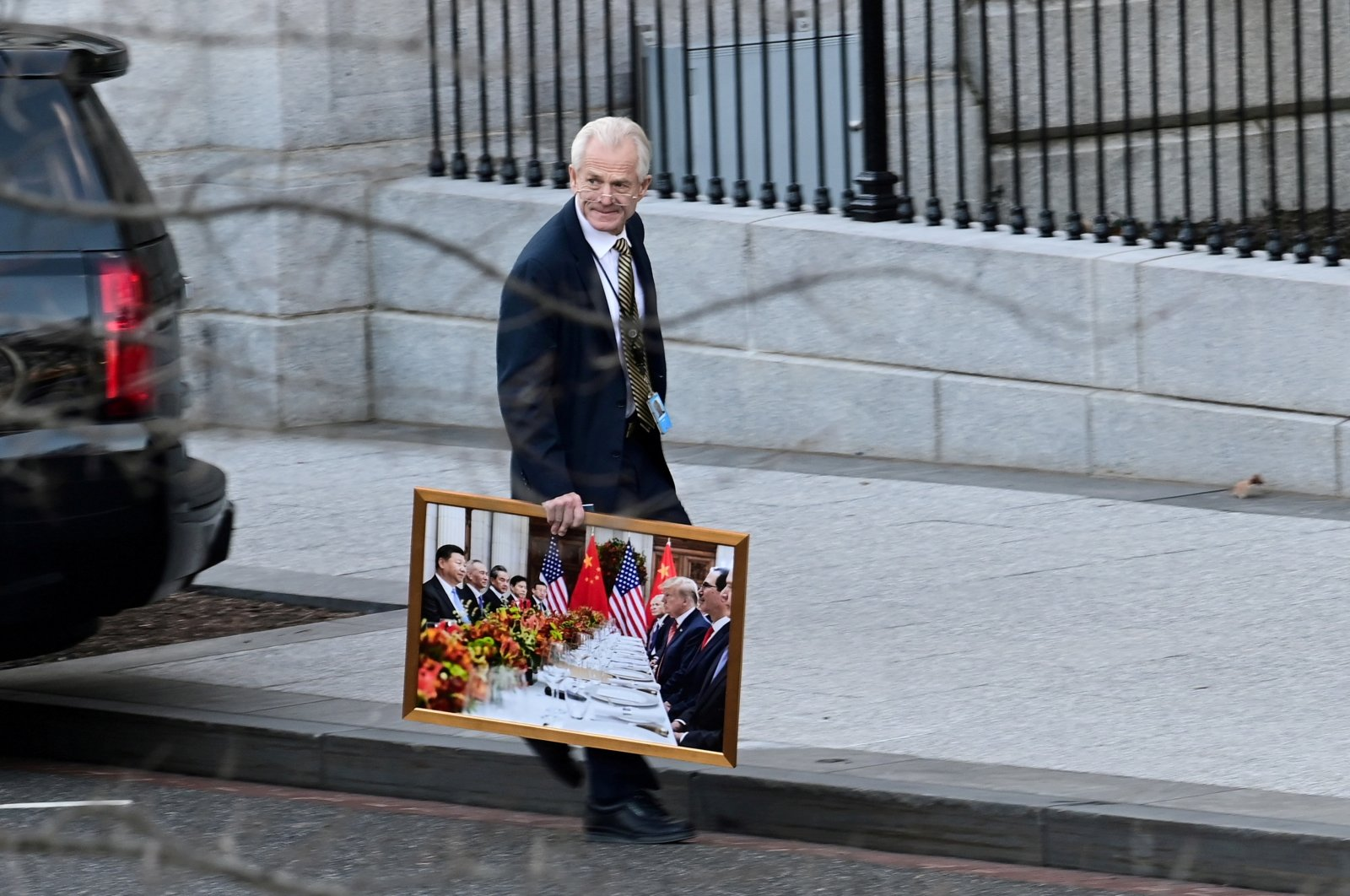 White House adviser Peter Navarro leaves the White House with a photograph of U.S. President Donald Trump and Chinese President Xi Jinping, in Washington, D.C., U.S. Jan. 13, 2021. (Reuters Photo)