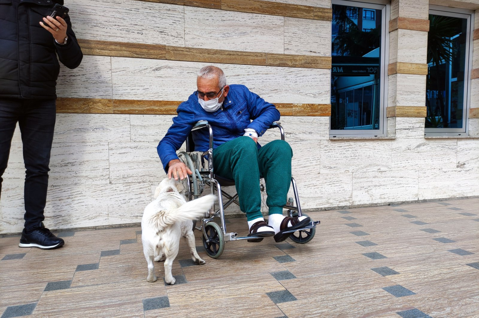 Cemal Şentürk with his dog Boncuk at the hospital in Trabzon, northern Turkey, Jan. 19, 2021. (DHA Photo)