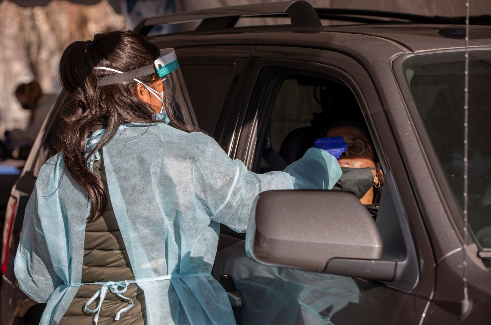 A nurse administers a COVID-19 test at a drive-thru event targeting underserved communities on Martin Luther King day in Philadelphia, Pennsylvania, U.S., Jan. 18, 2021. (Reuters Photo)